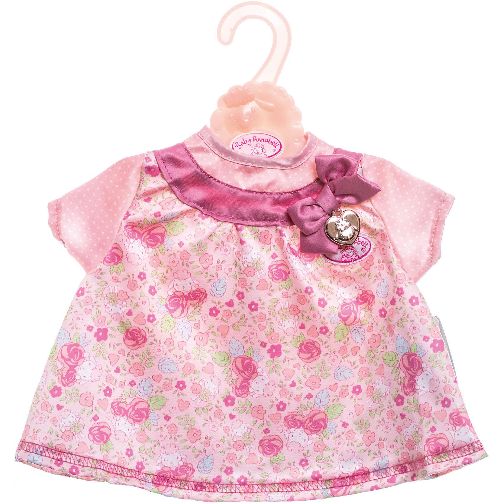 Платье для куклы, розовое, Baby AnnabellБренды кукол<br>Характеристики:<br><br>• Тип одежды для куклы: платье<br>• Предназначение: для сюжетно-ролевых игр<br>• Для куклы: BABY Annabell<br>• Рост куклы/пупса: от 46 см<br>• Тематика рисунка: цветы, горох<br>• Материал: текстиль <br>• Декор бантом<br>• Застежка: липучка на спинке<br>• В комплекте предусмотрена вешалка<br>• Вес: 94 г<br>• Размеры упаковки (Д*В*Ш): 32*32*1 см<br>• Упаковка: блистер <br>• Особенности ухода: допускается деликатная стирка без использования красящих и отбеливающих средств <br><br>Платье для куклы, розовое, Baby Annabell от немецкого производителя Zapf Creation предназначено для кукол и пупсов серии BABY Annabell. Выполнено из текстиля высокого качества, который устойчив к изменению цвета и формы. Нежное платье с цветочным принтом выполнено в розовых оттенках. Короткие рукава выполнены из ткани в мелкий белый горошек. <br><br>На кокетке имеется широкий кант с бантом. Сзади на спинке предусмотрена застежка на липучке, благодаря чему легко и удобно будет переодевать куклу. Платье для куклы выполнено с детальным соответствием реальным детским вещам. Сюжетно-ролевые игры с переодеванием кукол способствуют не только приобретению навыков комбинирования предметов гардероба, но и формированию чувства стиля и вкуса у девочки. <br><br>Платье для куклы, розовое, Baby Annabell можно купить в нашем интернет-магазине.<br><br>Ширина мм: 320<br>Глубина мм: 320<br>Высота мм: 10<br>Вес г: 94<br>Возраст от месяцев: 36<br>Возраст до месяцев: 144<br>Пол: Женский<br>Возраст: Детский<br>SKU: 5377578