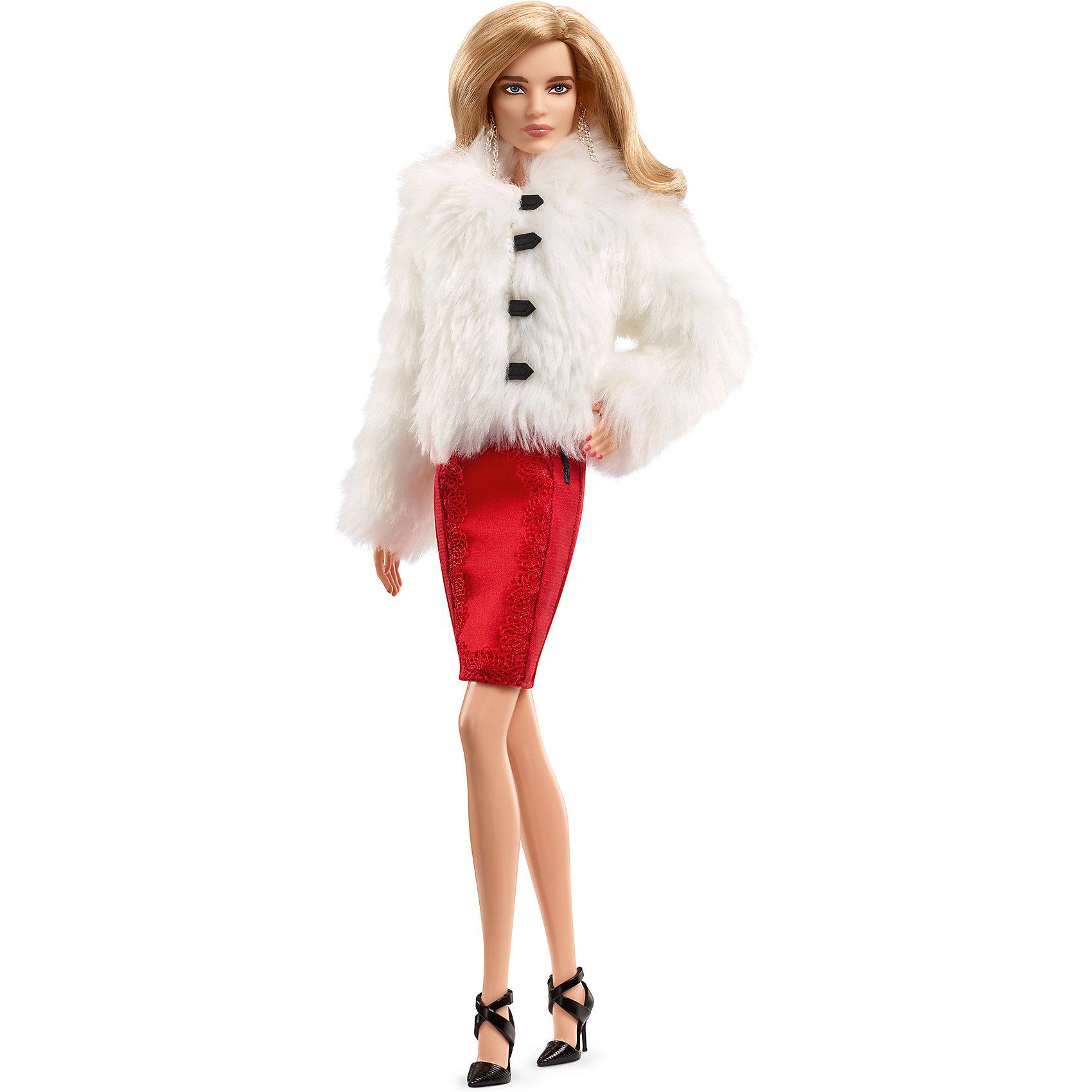 Коллекционная кукла Наталья Водянова, BarbieBarbie Игрушки<br>Коллекционная кукла Наталья Водянова, Barbie.<br><br>Характеристики:<br><br>• возраст: от 6 лет<br>• комплект: кукла в красном платье из тончайшего атласа и шубке из искусственного меха коллекции Louis Vuitton осень-зима 2015 , черные туфли на ремешках, серьги-цепочки.<br>• высота куклы: 28 см.<br>• состав: пластик, текстиль.<br>• размер упаковки: 20.5 х 8.5 х 33 см.<br>• вес: 0.3 кг.<br>• упаковка: картонная коробка блистерного типа.<br>• страна обладатель бренда: США.<br>• страна производитель: Индонезия.<br><br>Компания Mattel выпустила первую русскую куклу Barbie, прообразом которой стала модель, общественный деятель, филантропист Наталья Водянова. Это первый проект подобного рода в России, когда кукла стала прототипом конкретного человека. Кукла одета в шикарное красное платье и шубку из белого меха, на ногах черные босоножки. Наряд для неё разработан Николя Гескьер – креативным директором Louis Vuitton. Коллекционная кукла Наталья Водянова, Barbie» поступила в продажу ограниченным тиражом под маркой Black Label.<br><br>Коллекционную куклу Наталья Водянова, Barbie можно купить в нашем интернет-магазине<br><br>Ширина мм: 205<br>Глубина мм: 85<br>Высота мм: 330<br>Вес г: 547<br>Возраст от месяцев: 72<br>Возраст до месяцев: 144<br>Пол: Женский<br>Возраст: Детский<br>SKU: 5378141