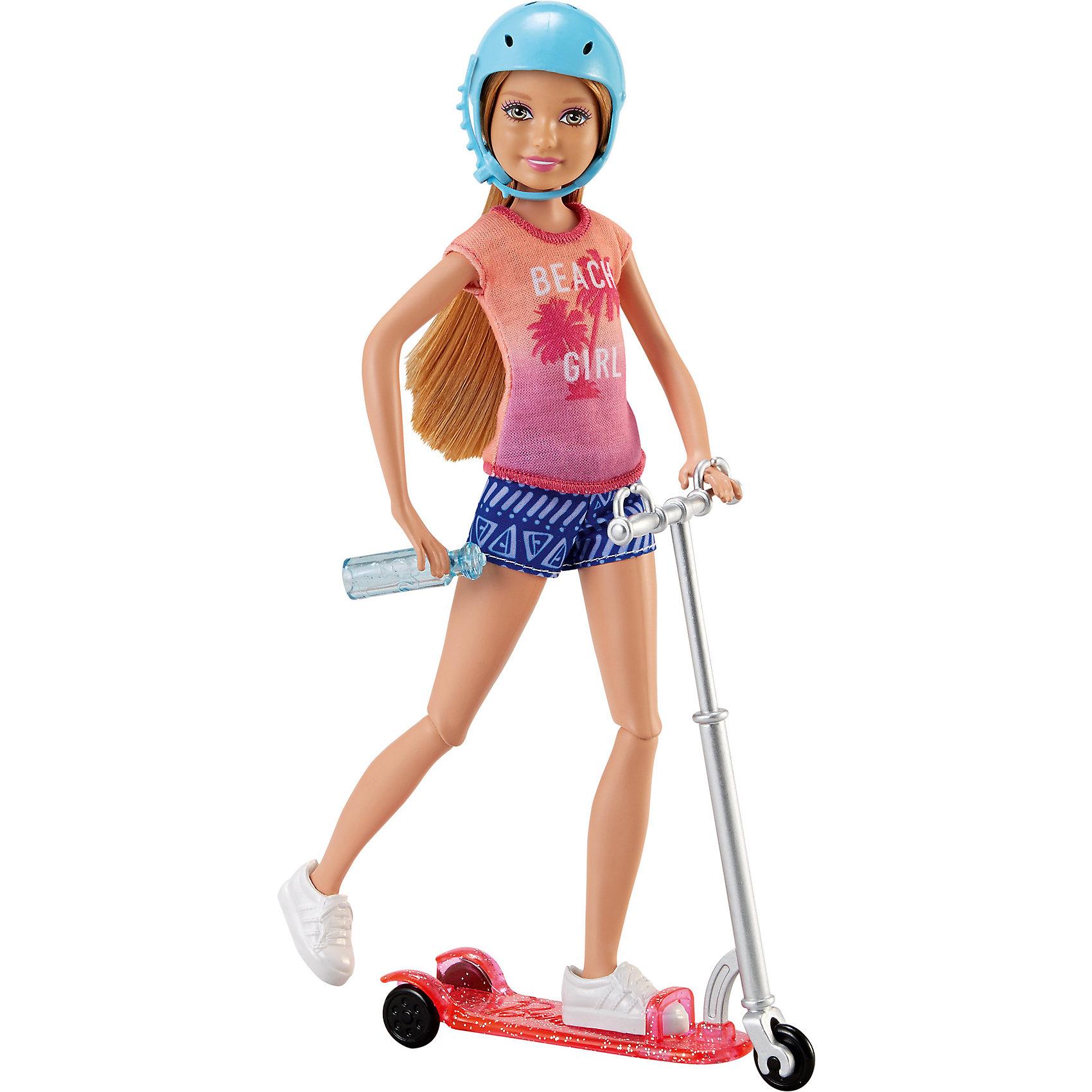 Кукла на самокате, BarbieBarbie<br>Кукла на самокате, Barbie.<br><br>Характеристики:<br><br>• возраст: от 3 лет<br>• комплект: кукла, самокат, голубой шлем, бутылочка с водой.<br>• состав: пластик, текстиль.<br>• размер упаковки: 7 x 33 x 17 см.<br>• упаковка: картонная коробка блистерного типа.<br>• страна обладатель бренда: США.<br><br>Отправляйся навстречу приключениям с куклой Стейси и ее самокатом! У него розовый корпус и серебристый руль. Положи руки куклы Стейси на руль, поставь ногу на самокат и вперед! Гибкие колени Стейси и крутящиеся колеса самоката добавляют реалистичности действиям и позволяют Стуйси показать всем свои спортивные движения. Кукла Стейси одета в яркую ретро-футболку, шорты с узорами и белые кроссовки. И не забудь ее голубой шлем и бутылочку с водой! У бутылочки есть специальная застежка, чтобы Стейси могла попить, когда захочет.<br><br>Куклу на самокате, Barbie можно купить в нашем интернет-магазине.<br><br>Ширина мм: 165<br>Глубина мм: 65<br>Высота мм: 325<br>Вес г: 464<br>Возраст от месяцев: 36<br>Возраст до месяцев: 120<br>Пол: Женский<br>Возраст: Детский<br>SKU: 5378157