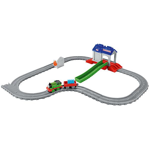 Игровой набор Перси в спасательном центре, Томас и его друзьяПопулярные игрушки<br>Игровой набор Перси в спасательном центре, Томас и его друзья.<br><br>Характеристики:<br><br>• В наборе: элементы железной дороги, поисково-спасательный центр, паровозик Перси, грузовой вагон, цистерна, домик с имитацией пламени<br>• Материал: пластик<br>• Длина паровозика: 14 см.<br>• Упаковка: картонная коробка<br>• Размер упаковки: 30х25х7 см.<br><br>Паровозик Перси спешит на помощь, на острове пожар – загорелся дом, который уже объят языками пламени! Необходимо срочно добраться до спасательной станции и погрузив в вагон цистерну с водой, доставить её на место пожара. Как только вода будет подвезена, необходимо поставить цистерну на домик и нажать на пластиковый элемент имитирующий языки пламени. <br><br>Отважный паровозик Перси, несомненно, справится с задачей, и огонь будет потушен! А ваш ребенок получит положительные эмоции от захватывающей игры. Все элементы набора выполнены из высококачественного пластика и покрыты нетоксичными красками.<br><br>Игровой набор Перси в спасательном центре, Томас и его друзья можно купить в нашем интернет-магазине.<br><br>Ширина мм: 305<br>Глубина мм: 65<br>Высота мм: 245<br>Вес г: 550<br>Возраст от месяцев: 36<br>Возраст до месяцев: 120<br>Пол: Мужской<br>Возраст: Детский<br>SKU: 5378280