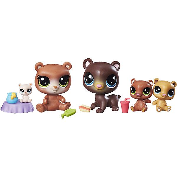 Мини-набор зверюшек, Littlest Pet ShopФигурки из мультфильмов<br>Мини-набор зверюшек, Littlest Pet Shop<br><br>Характеристики:<br><br>- в набор входит: 2 стандартных питомца, 3 мини-питомца<br>- высота стандартного питомца: 5 см.<br>- состав: пластик<br>- для детей в возрасте: от 4 до 10 лет<br>- Страна производитель: Китай<br><br>Знаменитые питомцы Littlest Pet Shop (Литтлест Пэт Шоп) от известного американского бренда товаров для детей Hasbro (Хасбро) получили новый набор с семьей медведей! Бурые мама и папа медведи со своими тремя очаровательными медвежатами приведут в восторг всех любителей мишек. Медведь и медведица представлены в стандартном размере питомцев. Игривые медвежата разных оттенков коричневого выглядят особенно мило благодаря своим большим отлично прорисованным глазкам. Самый маленький медвежонок сидит на небольшом столике с медом. В набор входят небольшие аксессуары в виде еды, которую очень любят мишки. <br><br>Соберите всех питомцев из Littlest Pet Shop (Литтлест Пэт Шоп) и никогда с ними не расставайтесь! Набор отлично подойдет как для игры дома, так и для игр в поездке. Все детали изготовлены из высококачественного пластика. Играя с этим набором ребенок сможет развивать социальные навыки, развивать воображение и творческие способности. <br><br>Мини-набор зверюшек, Littlest Pet Shop можно купить в нашем интернет-магазине.<br><br>Ширина мм: 38<br>Глубина мм: 216<br>Высота мм: 203<br>Вес г: 160<br>Возраст от месяцев: 48<br>Возраст до месяцев: 120<br>Пол: Женский<br>Возраст: Детский<br>SKU: 5385709