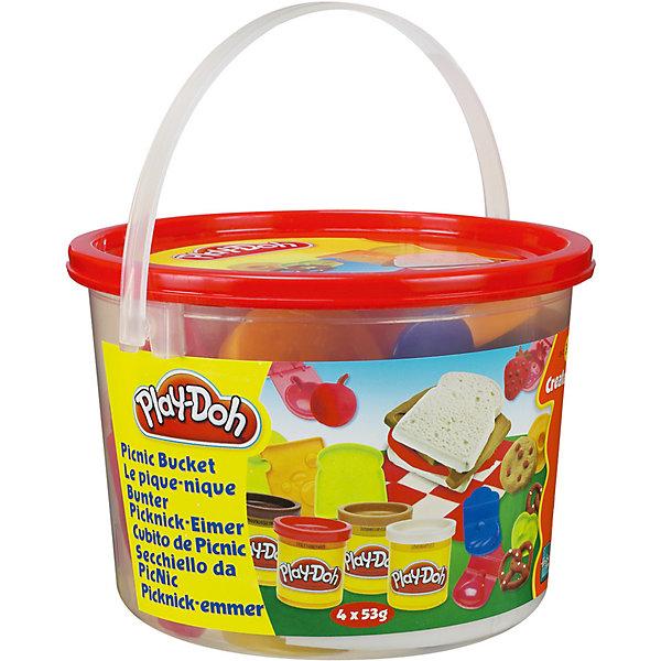 Тематический игровой набор Play-Doh ПикникНаборы для лепки<br>Игровой набор Ведерочко, Play-Doh<br><br>Характеристики:<br><br>- в набор входит: 4 цвета теста, 9 формочек, ведерко<br>- состав: вода, мука, соль, красители<br>- размер упаковки: 14,5 * 10 * 14,5 см.<br>- вес: 226 гр.<br>- для детей в возрасте: от 3 до 6 лет<br>- Страна производитель: Китай<br><br>Тесто для лепки Play-Doh (Плей-До) от известного американского производителя товаров для детей Hasbro (Хасбро) понравится детям, которые знакомятся с лепкой. Мягкое, безопасное, нетоксичное тесто состоит из натуральных компонентов, не прилипает к пальчикам и прекрасно смешивается между собой. Этот набор отличается своей оригинальной тематикой и понравится детишкам интересующимся кухней. <br><br>В удобном для хранения ведерке лежат четыре отдельные закрывающиеся  баночки со светло-коричневым, темно-коричневым, красным и белым тестом. Так же в набор входят разные интересные формочки, такие как: формочка для ветчины или колбасы, формочка хлеба, для печенья, кренделька, сыра, бананов, яблока, клубники и груши. Цвета теста можно легко комбинировать между собой и смешивать, можно купить любое тесто для лепки Play-Doh (Плей-До) и оно сможет смешаться с тестом из набора. <br><br>Не рекомендуется хранить тесто для лепки на открытом воздухе. Работа с тестом для лепки помогает развить моторику ручек, внимание, творческие способности, тактильное и цветовое восприятие, поможет научиться смешивать цвета и добиться аккуратности в работе с формочками. <br><br>Игровой набор Ведерочко, Play-Doh можно купить в нашем интернет-магазине.<br>Ширина мм: 145; Глубина мм: 145; Высота мм: 105; Вес г: 372; Возраст от месяцев: 36; Возраст до месяцев: 120; Пол: Унисекс; Возраст: Детский; SKU: 5385710;
