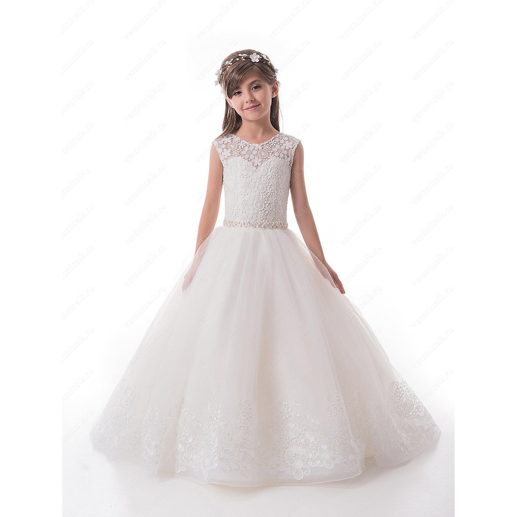 Платье нарядное для девочки ПрестижОдежда<br>Характеристики:<br><br>• Вид детской и подростковой одежды: платье<br>• Предназначение: праздничная<br>• Платье подходит для занятий бальными танцами.<br>• Коллекция: Trinity bride<br>• Сезон: круглый год<br>• Тематика рисунка: цветы<br>• Цвет: молочный, белый<br>• Материал: 100% полиэстер<br>• Силуэт: А-силуэт<br>• Юбка: со шлейфом<br>• Рукав: без рукава<br>• Вырез горловины: круглый<br>• Длина платья: длинное со шлейфом<br>• В комплекте предусмотрен пояс-бант<br>• Застежка: молния на спинке и шнуровка у корсета<br>• Особенности ухода: ручная стирка при температуре не более 30 градусов<br><br>Платье нарядное для девочки Престиж от отечественного производителя праздничной одежды и аксессуаров как для взрослых, так и для детей. Изделие выполнено из 100% полиэстера, который обладает легкостью, прочностью, устойчивостью к износу и пятнам. <br><br>Платье отрезное по талии, имеет классический А-силуэт и круглую горловину. Верх платья, представляющий собой корсет, имеет застежку-молнию и шнуровку на спинке, что обеспечивает хорошую посадку платья по фигуре. Классический стиль платья дополнен эффектными деталями и декором. Кружевной верх и вышитый цветочный орнамент по подолу и шлейфу пышной юбки, придают изделию особую изысканность и очарование. Пояс-бант, расшитый спереди стразами создает эффект мягкого мерцания и законченность торжественного образа. <br><br>Платье нарядное для девочки Престиж – это неповторимый стиль вашей девочки на любом торжестве!<br><br>Платье нарядное для девочки Престиж можно купить в нашем интернет-магазине.<br><br>Ширина мм: 236<br>Глубина мм: 16<br>Высота мм: 184<br>Вес г: 177<br>Цвет: белый<br>Возраст от месяцев: 72<br>Возраст до месяцев: 84<br>Пол: Женский<br>Возраст: Детский<br>Размер: 122,128,116<br>SKU: 5387741