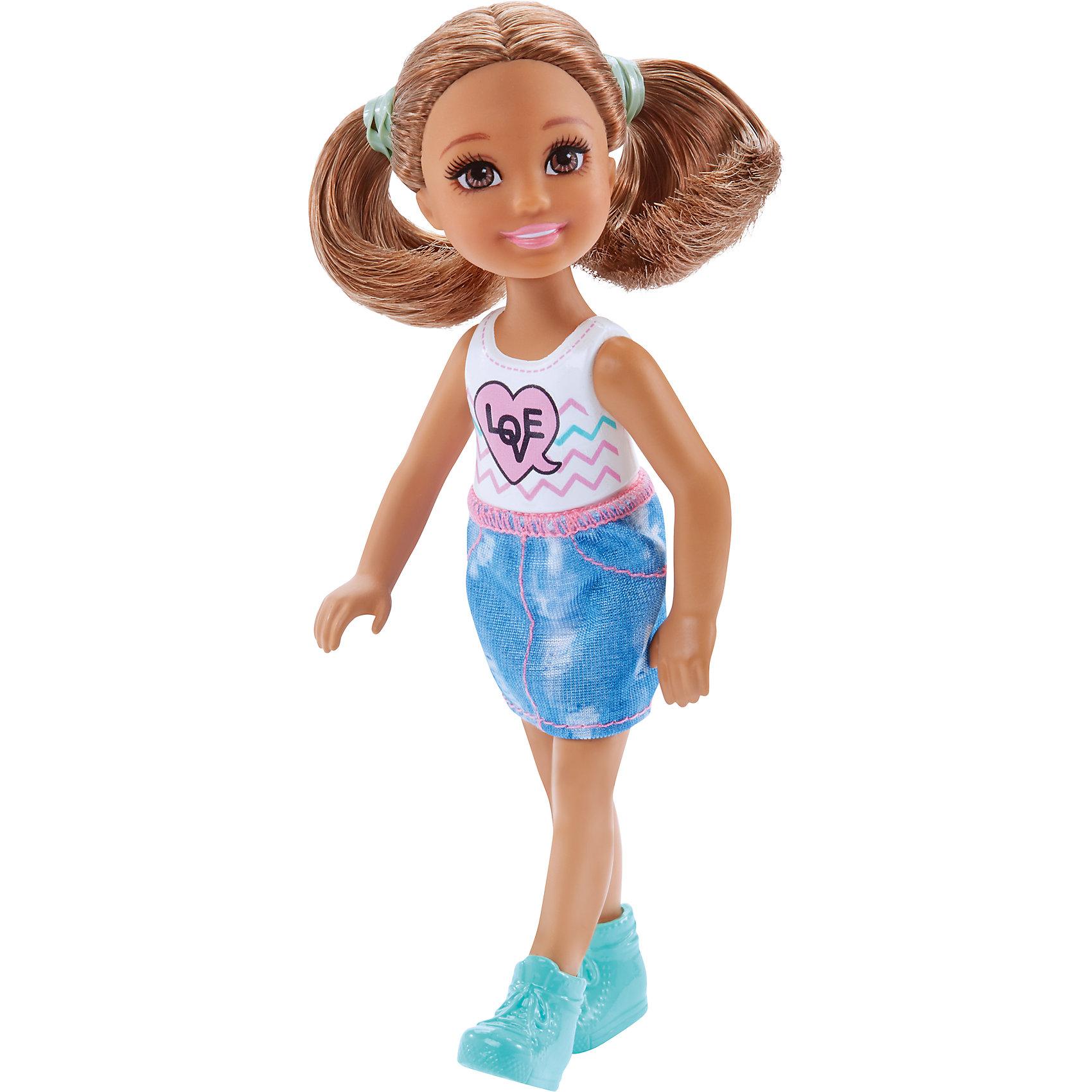 Кукла-Челси, BarbieBarbie<br>Характеристики товара:<br><br>• комплектация: 1 кукла, одежда, аксессуар<br>• материал: пластик, полимер, текстиль<br>• подвижные части тела<br>• высота куклы: 13,5 см<br>• длинные волосы<br>• возраст: от трех лет<br>• размер упаковки: 16х9х4 см<br>• вес: 0,3 кг<br>• страна бренда: США<br><br>Маленьких любительниц куклы Barbie наверняка порадует малышка Челси в новом образе. Она выглядит очаровательно в ярком наряде. Длинные волосы позволяют делать разнообразные прически! Кукла дополнена аксессуаром, чтобы игры с ней стали разнообразнее. Эта Челси станет великолепным подарком для девочек!<br><br>Игры с куклами помогают развить у девочек вкус и чувство стиля, отработать сценарии поведения в обществе, развить воображение и мелкую моторику. Такую куклу удобно брать с собой в поездки и на прогулки. Маленькая Челси от бренда Mattel не перестает быть популярной! <br><br>Куклу Челси, Barbie, от компании Mattel можно купить в нашем интернет-магазине.<br><br>Ширина мм: 90<br>Глубина мм: 40<br>Высота мм: 160<br>Вес г: 73<br>Возраст от месяцев: 36<br>Возраст до месяцев: 120<br>Пол: Женский<br>Возраст: Детский<br>SKU: 5389670