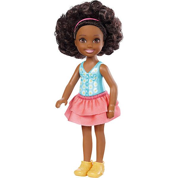 Кукла-Челси, BarbieКуклы<br>Характеристики товара:<br><br>• комплектация: 1 кукла, одежда, аксессуар<br>• материал: пластик, полимер, текстиль<br>• подвижные части тела<br>• высота куклы: 13,5 см<br>• длинные волосы<br>• возраст: от трех лет<br>• размер упаковки: 16х9х4 см<br>• вес: 0,3 кг<br>• страна бренда: США<br><br>Маленьких любительниц куклы Barbie наверняка порадует малышка Челси в новом образе. Она выглядит очаровательно в ярком наряде. Длинные волосы позволяют делать разнообразные прически! Кукла дополнена аксессуаром, чтобы игры с ней стали разнообразнее. Эта Челси станет великолепным подарком для девочек!<br><br>Игры с куклами помогают развить у девочек вкус и чувство стиля, отработать сценарии поведения в обществе, развить воображение и мелкую моторику. Такую куклу удобно брать с собой в поездки и на прогулки. Маленькая Челси от бренда Mattel не перестает быть популярной! <br><br>Куклу Челси, Barbie, от компании Mattel можно купить в нашем интернет-магазине.<br>Ширина мм: 90; Глубина мм: 40; Высота мм: 160; Вес г: 73; Возраст от месяцев: 36; Возраст до месяцев: 120; Пол: Женский; Возраст: Детский; SKU: 5389672;