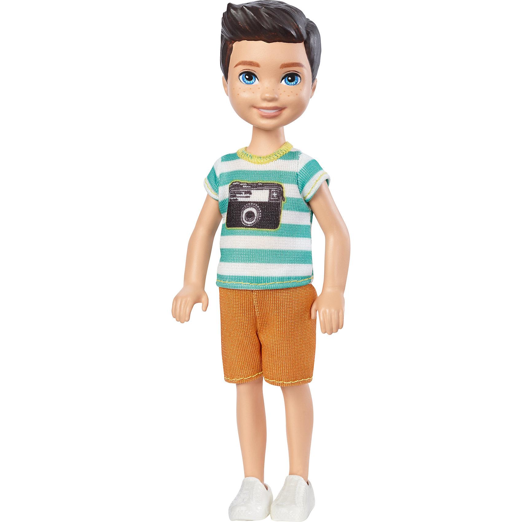 Кукла-Челси, BarbieПопулярные игрушки<br>Характеристики товара:<br><br>• комплектация: 1 кукла, одежда<br>• материал: пластик, текстиль<br>• подвижные части тела<br>• высота куклы: 13,5 см<br>• длинные волосы<br>• возраст: от трех лет<br>• размер упаковки: 10х6х4 см<br>• вес: 0,3 кг<br>• страна бренда: США<br><br>Маленьких любительниц куклы Barbie наверняка порадует малыш Челси в новом образе. Он выглядит очаровательно в ярком наряде. Такая кукла поможет разнообразить компанию девочек-Челси. Она станет великолепным подарком для девочек!<br><br>Игры с куклами помогают развить у девочек вкус и чувство стиля, отработать сценарии поведения в обществе, развить воображение и мелкую моторику. Такую куклу удобно брать с собой в поездки и на прогулки. Маленькая Челси от бренда Mattel не перестает быть популярной! <br><br>Куклу Челси, Barbie, от компании Mattel можно купить в нашем интернет-магазине.<br><br>Ширина мм: 90<br>Глубина мм: 40<br>Высота мм: 160<br>Вес г: 73<br>Возраст от месяцев: 36<br>Возраст до месяцев: 120<br>Пол: Женский<br>Возраст: Детский<br>SKU: 5389675