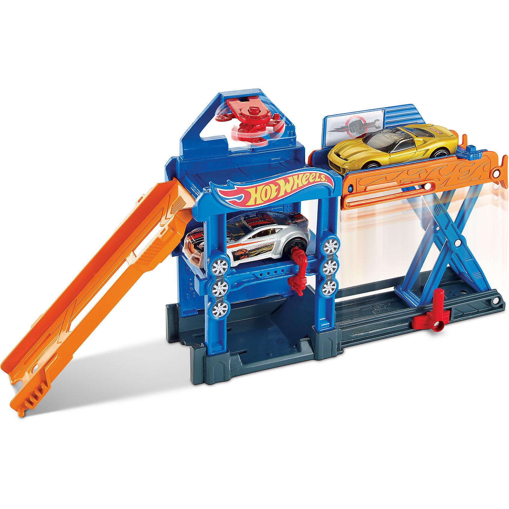 Трансформирующийся игровой набор Robo-Lift Speed Shop, Hot WheelsИгровые наборы<br>Характеристики товара:<br><br>• материал: пластик, металл<br>• комплектация: 1 машинка, мастерская<br>• хорошая детализация<br>• совместимы с игровыми наборами Hot Wheels<br>• возраст: от 4 лет<br>• размер упаковки: 21х6х21 см<br>• упаковка: блистер на картоне<br>• страна бренда: США<br><br>Играть с машинками обожает множество современных мальчишек. Сделать ребенку желанный подарок легко - приобретите такой набор Robo-Lift Speed Shop от бренда Hot Wheels! В него входит машинка и мастерская с лифтом, где можно приводить машину в порядок после гонок.<br><br>Эти игрушки от Mattel отлично проработаны. Они отличаются безопасными материалами и высокой степенью детализации. С таким набором можно придумать множество игр! Параллельно ребенок будет развивать фантазию, пространственное мышление и мелкую моторику.<br><br>Трансформирующийся игровой набор Robo-Lift Speed Shop, Hot Wheels, от компании Mattel можно купить в нашем интернет-магазине.<br><br>Ширина мм: 205<br>Глубина мм: 65<br>Высота мм: 190<br>Вес г: 322<br>Возраст от месяцев: 48<br>Возраст до месяцев: 120<br>Пол: Мужской<br>Возраст: Детский<br>SKU: 5389681