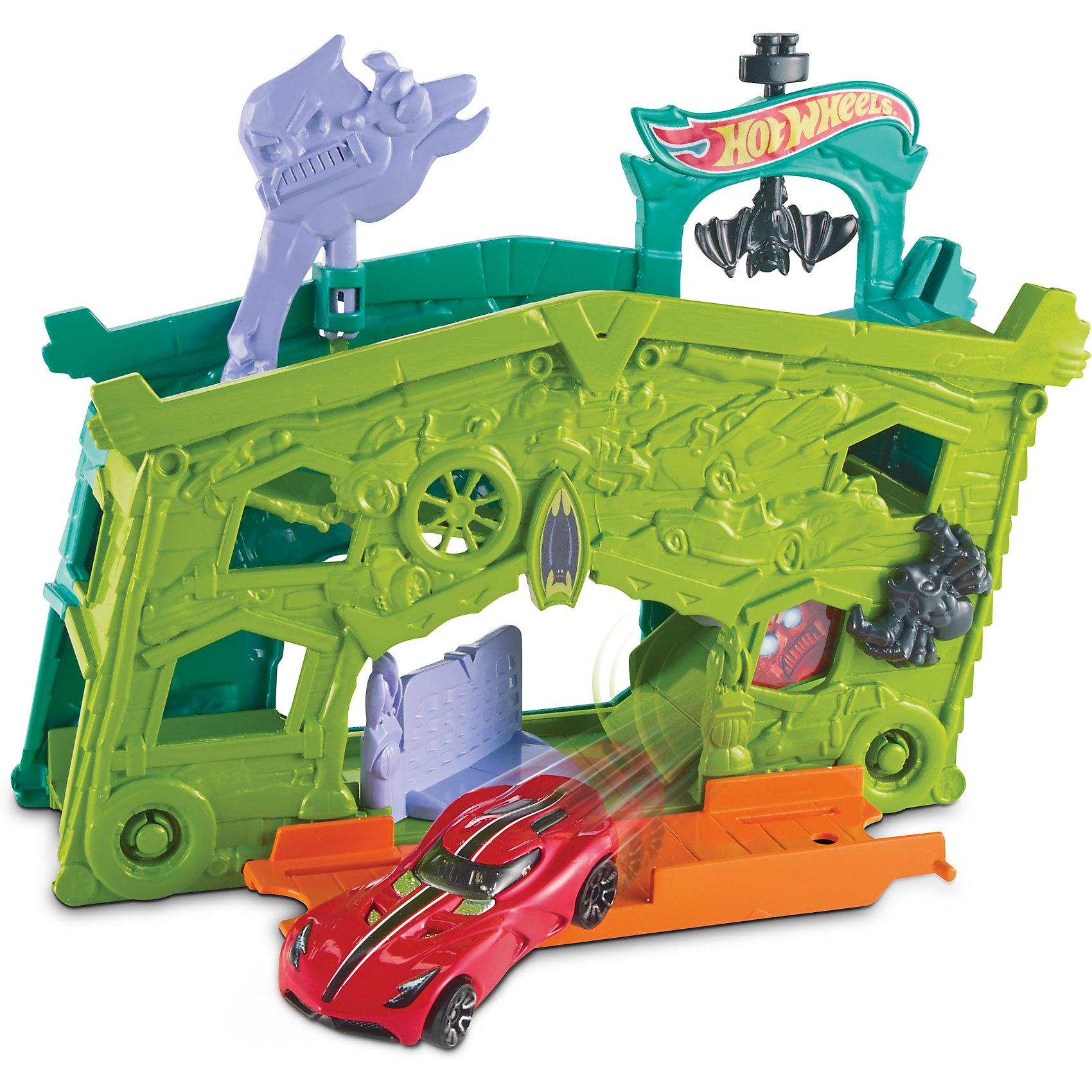Трансформирующийся игровой набор Ghost Garage, Hot WheelsИгровые наборы<br>Характеристики товара:<br><br>• материал: пластик, металл<br>• комплектация: 1 машинка, гараж<br>• хорошая детализация<br>• совместимы с игровыми наборами Hot Wheels<br>• возраст: от 4 лет<br>• размер упаковки: 6.4х20.3х19 см<br>• упаковка: блистер на картоне<br>• страна бренда: США<br><br>Играть с машинками обожает множество современных мальчишек. Сделать ребенку желанный подарок легко - приобретите такой набор Ghost Garage от бренда Hot Wheels! В него входит машинка и загадочный гараж с секретом, где можно хранить машину после гонок.<br><br>Эти игрушки от Mattel отлично проработаны. Они отличаются безопасными материалами и высокой степенью детализации. С таким набором можно придумать множество игр! Параллельно ребенок будет развивать фантазию, пространственное мышление и мелкую моторику.<br><br>Трансформирующийся игровой набор Ghost Garage, Hot Wheels, от компании Mattel можно купить в нашем интернет-магазине.<br><br>Ширина мм: 205<br>Глубина мм: 65<br>Высота мм: 190<br>Вес г: 322<br>Возраст от месяцев: 48<br>Возраст до месяцев: 120<br>Пол: Мужской<br>Возраст: Детский<br>SKU: 5389682
