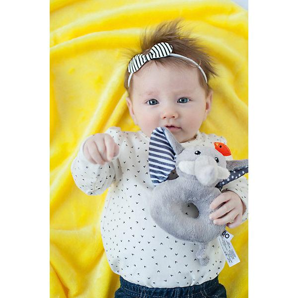 Погремушка Слон, Zoocchini, серыйИгрушки для новорожденных<br>Погремушка Слон, Zoocchini, серый.<br><br>Характеристики:<br><br>- Материал: полиэстер<br>- Цвет: серый<br>- Длина игрушки: 12 см.<br><br>Мягкая, приятная на ощупь погремушка в виде забавного слоненка заставит вашего ребёнка улыбаться! В игрушку встроена сфера, гремящая при тряске. Игра с погремушкой поможет малышу развить слуховое и цветовое восприятия, мелкую моторику рук и концентрацию внимания, стимулирует взаимодействие между органами осязания, слухом и зрением. Погремушка Слон составит прекрасную пару одеялу с игрушкой Zoocchini.<br><br>Погремушку Слон, Zoocchini, серую можно купить в нашем интернет-магазине.<br><br>Ширина мм: 120<br>Глубина мм: 75<br>Высота мм: 205<br>Вес г: 72<br>Возраст от месяцев: 0<br>Возраст до месяцев: 12<br>Пол: Унисекс<br>Возраст: Детский<br>SKU: 5392934
