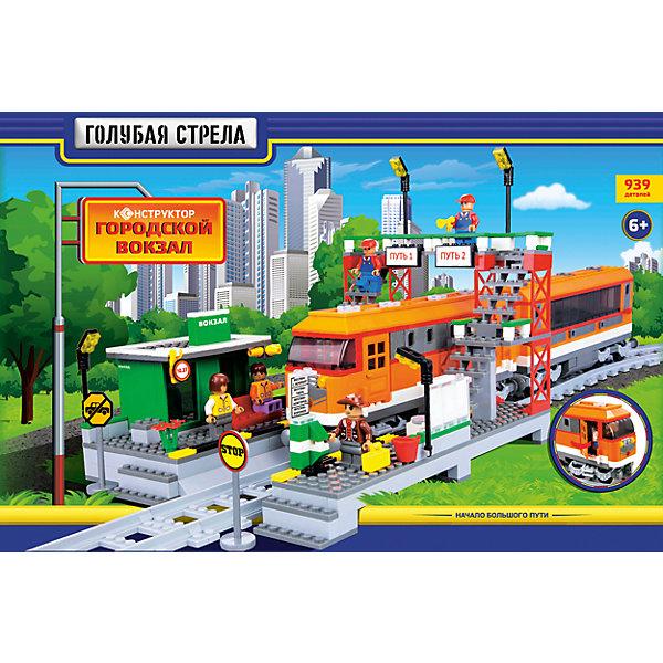 Железная дорога Конструктор Городской вокзал, Голубая стрелаЖелезные дороги<br>Железная дорога Конструктор Городской вокзал, Голубая стрела.<br><br>Характеристики:<br><br>• Комплектация: прямые рельсы - 4 шт., изогнутые рельсы- 16 шт., фигурки людей, строения, железнодорожные знаки, элементы для сборки<br>• Количество деталей: 939<br>• Размер железной дороги: 700х960 мм.<br>• Материал: пластик<br>• Упаковка: картонная коробка<br>• Размер упаковки: 65х9х44 см.<br><br>«Городской вокзал» - это блочный конструктор, в котором 939 деталей! Из деталей конструктора ваш ребенок соберет железнодорожное полотно и скорый поезд (локомотив и вагон). Вагон и локомотив легко сцепляются друг с другом. У локомотива открываются дверка, что позволит посадить внутрь одну из фигурок, идущих в наборе. <br><br>Фигурки сделаны в виде пассажиров и рабочих. Также для полноценной сюжетной игры в комплекте имеются станция с платформой и мостом, железнодорожные знаки. Собирая детали конструктора, ребенок разовьет воображение, мелкую моторику рук, пространственное и логическое мышление. Все наборы серии совместимы между собой.<br><br>Железную дорогу Конструктор Городской вокзал, Голубая стрела можно купить в нашем интернет-магазине.<br><br>Ширина мм: 645<br>Глубина мм: 435<br>Высота мм: 90<br>Вес г: 2947<br>Возраст от месяцев: 72<br>Возраст до месяцев: 2147483647<br>Пол: Мужской<br>Возраст: Детский<br>SKU: 5400248