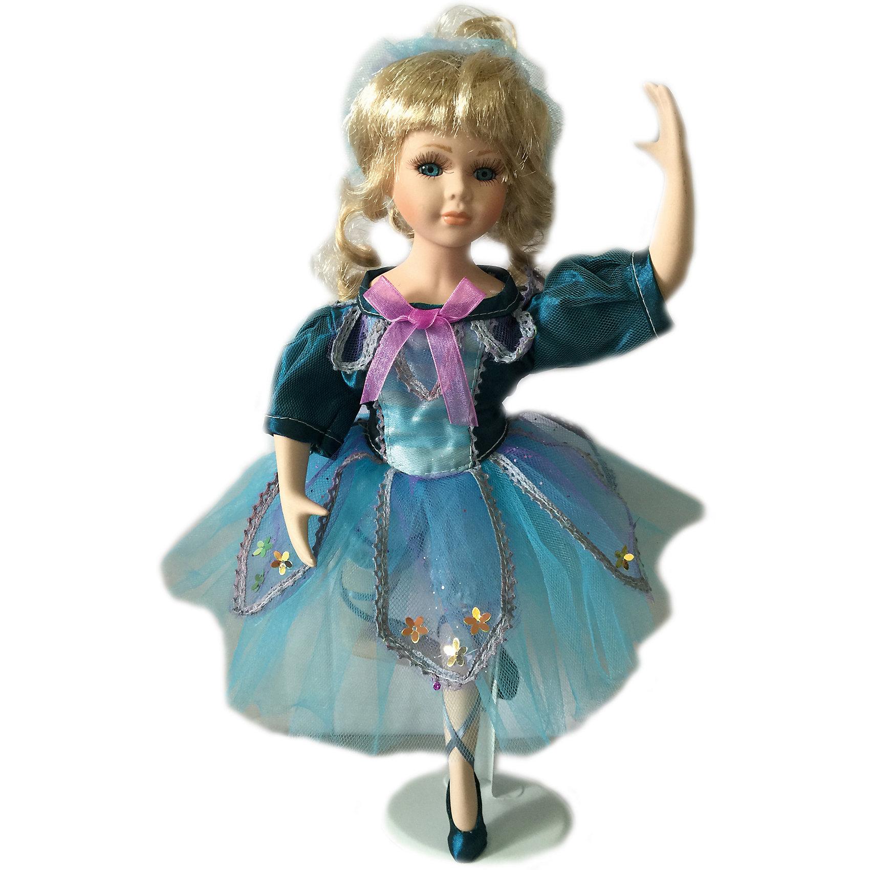 Фарфоровая кукла Балерина, 36 см, Angel CollectionФарфоровая кукла Балерина, 36 см, Angel Collection.<br><br>Характеристики:<br><br>• Высота куклы: 36 см.<br>• Материал: фарфор, текстиль<br>• Упаковка: картонная коробка блистерного типа<br><br>Фарфоровая кукла «Балерина», Angel Collection изготовлена с большим вниманием к мелким деталям, благодаря этому она очень красива и привлекательна. Кукла стоит в классической балетной позе - вскинув одну руку над головой, она тянется вверх, подняв точеное личико, и словно паря над поверхностью. Шикарные кудри выглядят сногсшибательно, а стеклянные глазки куколки живо блестят. Балерина одета в пачку голубого цвета. Кукла установлена на специальную подставку. <br><br>Фарфоровая красавица Балерина - это не просто игрушка, а также украшение для интерьера или ценный экспонат коллекции. Каждая кукла в серии Angel Collection, обладает неповторимым образом - принцессы, феи, маленькие девочки, роскошные невесты и т.д. Изысканные наряды и очаровательная матовость фарфора превращают этих кукол в настоящее произведение искусства. Куклы Angel Collection сделаны из уникальной голубой глины, добываемой только в провинции Tai-Nan Shin, Тайвань.<br><br>Фарфоровую куклу Балерина, 36 см, Angel Collection можно купить в нашем интернет-магазине.<br><br>Ширина мм: 200<br>Глубина мм: 370<br>Высота мм: 90<br>Вес г: 833<br>Возраст от месяцев: 36<br>Возраст до месяцев: 2147483647<br>Пол: Женский<br>Возраст: Детский<br>SKU: 5400285