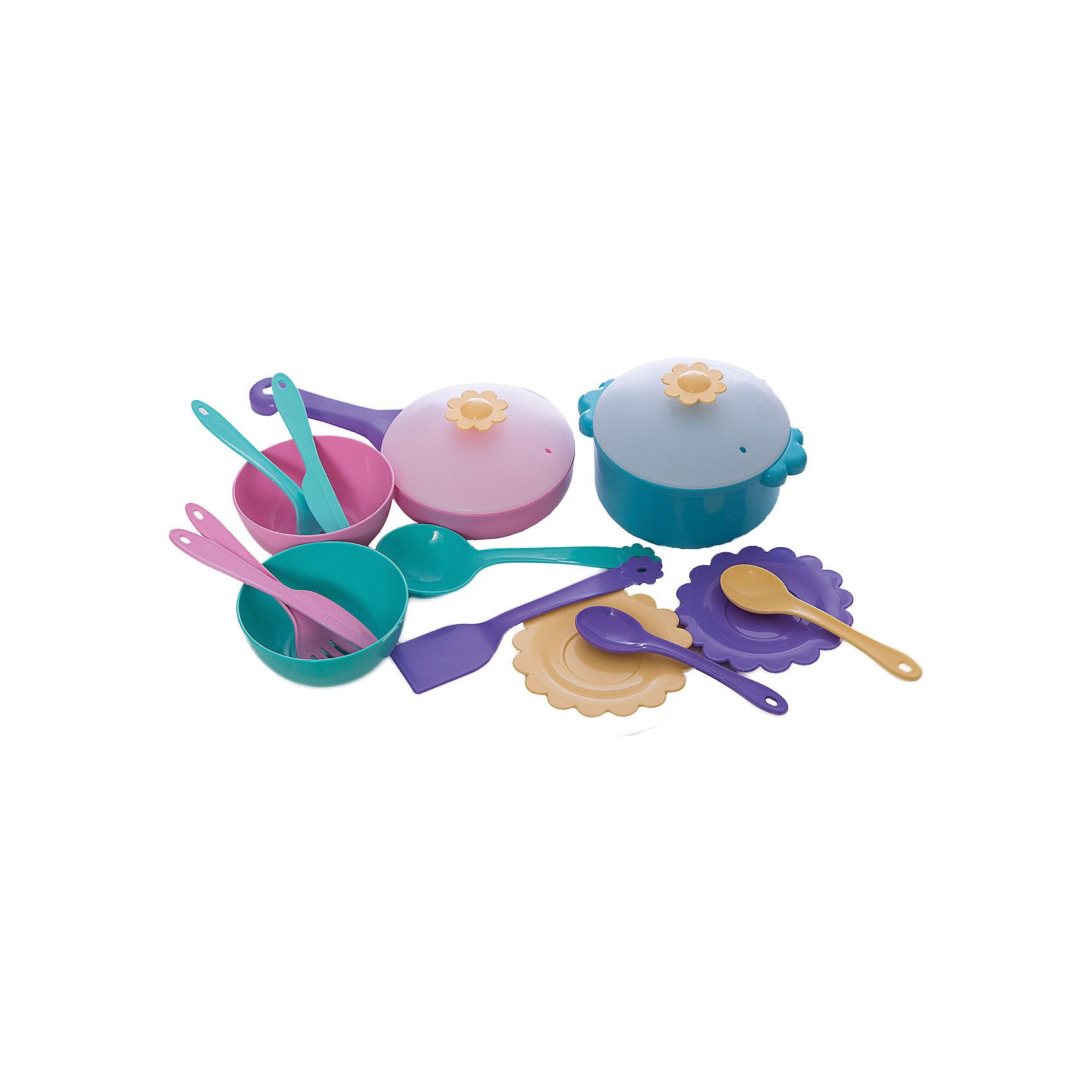 Набор игрушечной посуды в сумочке Бабочка, 16 предметов, Mary PoppinsПосуда и аксессуары для детской кухни<br>Набор игрушечной посуды в сумочке Бабочка, 16 предметов, Mary Poppins.<br><br>Характеристики:<br><br>• Комплектация: кастрюлька с крышкой, сковорода с крышкой, 2 миски, 2 тарелки, шумовка, лопатка, 2 вилки, 2 ложки, 2 ножа<br>• Материал: пластмасса<br>• Упаковка: сумка<br>• Размер упаковки: 21х14х18 см.<br><br>Кухонный игровой набор из эксклюзивной коллекции Бабочка ТМ Mary Poppins состоит 16 предметов, с которыми девочка почувствует себя настоящей поварихой и гостеприимной хозяйкой. В набор входят кастрюля и сковорода с крышками, две глубокие миски, две плоские тарелочки, шумовка, лопатка и два комплекта столовых приборов, каждый из которых включает в себя ложку, вилку и нож. Все элементы набора изготовлены из качественной гипоаллергенной пластмассы. Набор упакован в прозрачную сумочку на молнии, что очень удобно для хранения и переноски. Набор в сумочке можно взять с собой на прогулку или в гости.<br><br>Набор игрушечной посуды в сумочке Бабочка, 16 предметов, Mary Poppins можно купить в нашем интернет-магазине.<br><br>Ширина мм: 205<br>Глубина мм: 135<br>Высота мм: 180<br>Вес г: 20<br>Возраст от месяцев: 24<br>Возраст до месяцев: 2147483647<br>Пол: Женский<br>Возраст: Детский<br>SKU: 5402759