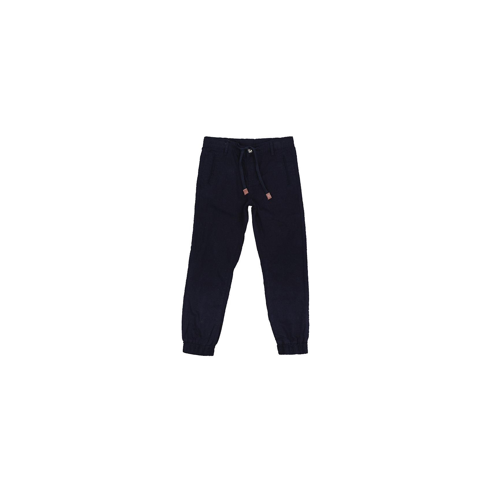 Брюки для мальчика ScoolБрюки для мальчика Scool<br>Практичные и удобные брюки из натурального хлопка спортивного стиля смогут быть одной из базовых вещей детского гардероба. Низ брючин на мягких манжетах. Модель на поясе дополнительно снабжена регулируемым шнуром - кулиской.<br>Состав:<br>100% хлопок<br><br>Ширина мм: 215<br>Глубина мм: 88<br>Высота мм: 191<br>Вес г: 336<br>Цвет: черный<br>Возраст от месяцев: 144<br>Возраст до месяцев: 156<br>Пол: Мужской<br>Возраст: Детский<br>Размер: 158,164,134,140,146,152<br>SKU: 5406672