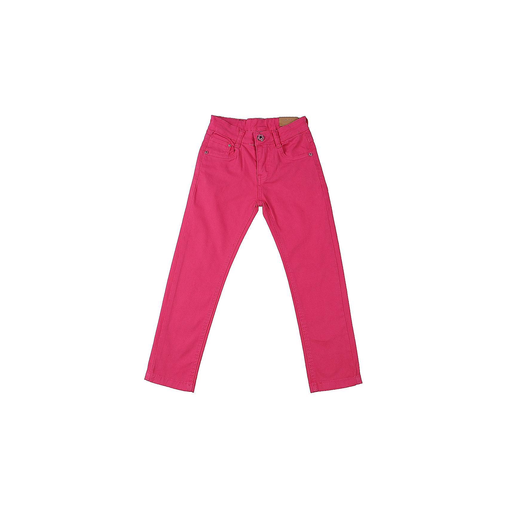 Брюки для девочки Sweet BerryБрюки<br>Джинсовые брюки для девочки модного цвета.  Зауженный крой. Застегиваются на молнию и пуговицу. Шлевки на поясе рассчитаны под ремень. В боковой части пояса находятся вшитые эластичные ленты, регулирующие посадку по талии.<br>Состав:<br>98%хлопок 2%эластан<br><br>Ширина мм: 215<br>Глубина мм: 88<br>Высота мм: 191<br>Вес г: 336<br>Цвет: фиолетовый<br>Возраст от месяцев: 36<br>Возраст до месяцев: 48<br>Пол: Женский<br>Возраст: Детский<br>Размер: 104,98,110,116,122,128<br>SKU: 5412432