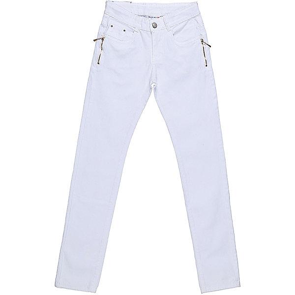 Брюки для девочки LuminosoБрюки<br>Белые джинсовые брюки для девочки Декорированые двумя молниями по бокам карманов. Зауженный крой. Застегиваются на молнию и пуговицу. Шлевки на поясе рассчитаны под ремень. В боковой части пояса находятся вшитые эластичные ленты, регулирующие посадку по талии.<br>Состав:<br>98%хлопок 2%эластан<br><br>Ширина мм: 215<br>Глубина мм: 88<br>Высота мм: 191<br>Вес г: 336<br>Цвет: белый<br>Возраст от месяцев: 108<br>Возраст до месяцев: 120<br>Пол: Женский<br>Возраст: Детский<br>Размер: 140,134,164,158,152,146<br>SKU: 5413438