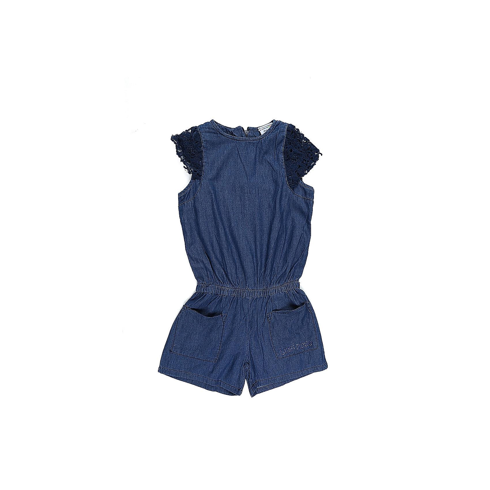Комбинезон джинсовый для девочки LuminosoДжинсовая одежда<br>Комбинезон из тонкой хлопковой ткани под джинсу для девочки. Рукава крылышки. Два накланых кармана. Талия собрана на мягкую резинку. Застежка на спинке на молнию.<br>Состав:<br>100%хлопок<br><br>Ширина мм: 215<br>Глубина мм: 88<br>Высота мм: 191<br>Вес г: 336<br>Цвет: синий<br>Возраст от месяцев: 108<br>Возраст до месяцев: 120<br>Пол: Женский<br>Возраст: Детский<br>Размер: 140,134,164,158,152,146<br>SKU: 5413490