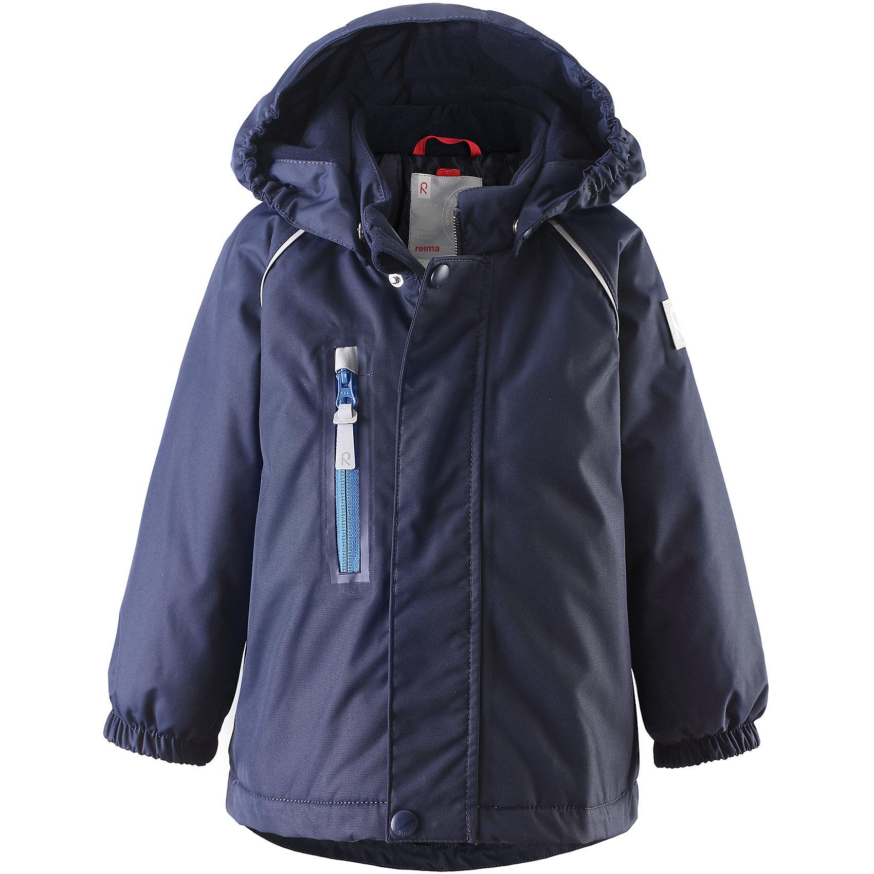 Куртка Pesue для девочки Reimatec® ReimaВерхняя одежда<br>Характеристики товара:<br><br>• цвет: синий<br>• состав: 100% полиэстер, полиуретановое покрытие<br>• температурный режим: 0° до -20° градусов<br>• утеплитель: Reima Comfort + 160 г<br>• водонепроницаемая мембрана: от 15000 мм<br>• основные швы проклеены<br>• съёмный капюшон<br>• молния<br>• светоотражающие детали<br>• «дышащий» материал<br>• ветро- водо- и грязеотталкивающий материал<br>• кнопки Reima® Play Layers <br>• карманы<br>• комфортная посадка<br>• страна производства: Китай<br>• страна бренда: Финляндия<br><br>Верхняя одежда для детей может быть модной и комфортной одновременно! Эти зимняя куртка поможет обеспечить ребенку комфорт и тепло. Она отлично смотрится с различной одеждой и обувью. Изделие удобно сидит и модно выглядит. Стильный дизайн разрабатывался специально для детей. Отличный вариант для активного отдыха зимой!<br><br>Одежда и обувь от финского бренда Reima пользуется популярностью во многих странах. Эти изделия стильные, качественные и удобные. Для производства продукции используются только безопасные, проверенные материалы и фурнитура. Порадуйте ребенка модными и красивыми вещами от Reima! <br><br>Куртку Pesue для девочки от финского бренда Reimatec® Reima (Рейма) можно купить в нашем интернет-магазине.<br><br>Ширина мм: 356<br>Глубина мм: 10<br>Высота мм: 245<br>Вес г: 519<br>Цвет: синий<br>Возраст от месяцев: 24<br>Возраст до месяцев: 36<br>Пол: Унисекс<br>Возраст: Детский<br>Размер: 98,80,86,92<br>SKU: 5415440