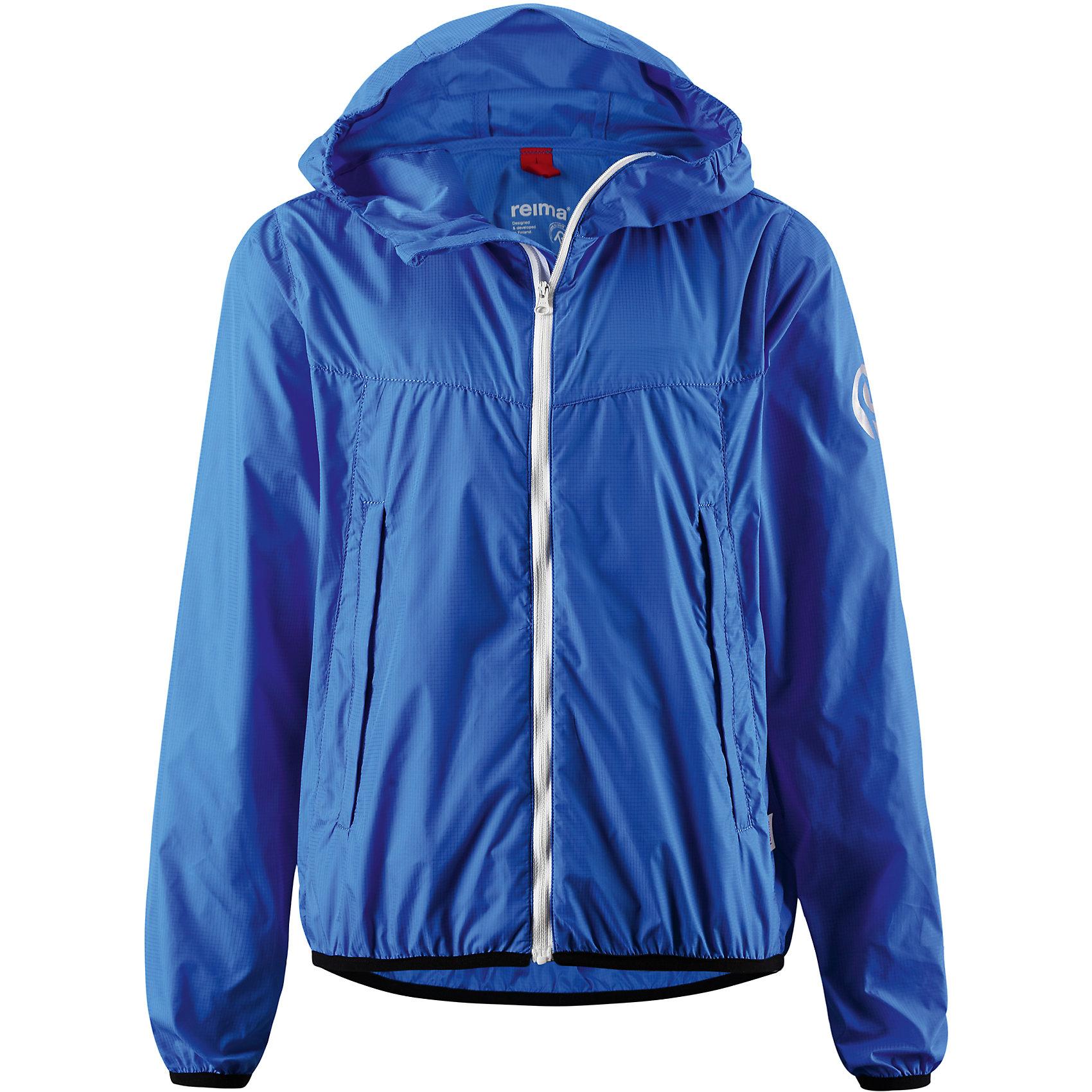 Куртка Microlite для мальчика ReimaХарактеристики товара:<br><br>• цвет: синий<br>• состав: 100% полиамид<br>• температурный режим: от +5°до +15°С<br>• демисезон<br>• без утеплителя<br>• застежка: молния<br>• эластичные манжеты<br>• отстегивающийся капюшон<br>• карманы<br>• логотип<br>• комфортная посадка<br>• страна производства: Китай<br>• страна бренда: Финляндия<br><br>Верхняя одежда для детей может быть модной и комфортной одновременно! Легкая куртка поможет обеспечить ребенку комфорт и тепло. Она отлично смотрится с различной одеждой и обувью. Изделие удобно сидит и модно выглядит. Стильный дизайн разрабатывался специально для детей.<br><br>Одежда и обувь от финского бренда Reima пользуется популярностью во многих странах. Эти изделия стильные, качественные и удобные. Для производства продукции используются только безопасные, проверенные материалы и фурнитура. Порадуйте ребенка модными и красивыми вещами от Reima! <br><br>Куртку Microlite для мальчика от финского бренда Reima (Рейма) можно купить в нашем интернет-магазине.<br><br>Ширина мм: 356<br>Глубина мм: 10<br>Высота мм: 245<br>Вес г: 519<br>Цвет: синий<br>Возраст от месяцев: 108<br>Возраст до месяцев: 120<br>Пол: Унисекс<br>Возраст: Детский<br>Размер: 140,152,134,128<br>SKU: 5415555