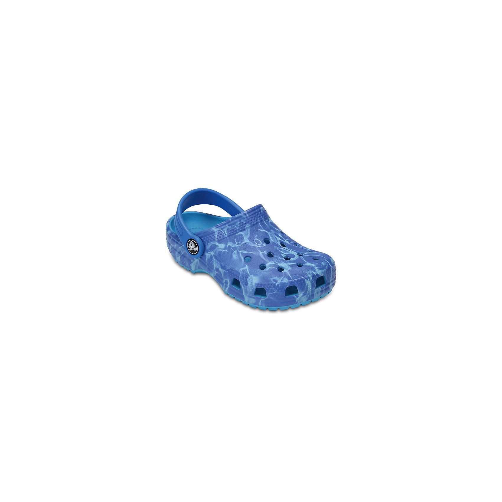 Сабо Kids Aqua CROCSПляжная обувь<br>Характеристики товара:<br><br>• цвет: синий<br>• принт: Аква<br>• сезон: лето<br>• тип: пляжная обувь<br>• материал: 100% полимер Croslite™<br>• под воздействием температуры тела принимают форму стопы<br>• полностью литая модель<br>• вентиляционные отверстия<br>• бактериостатичный материал<br>• пяточный ремешок фиксирует стопу<br>• отверстия для использования украшений<br>• анатомическая стелька с массажными точками<br>• страна бренда: США<br>• страна изготовитель: Китай<br><br>Для правильного развития ребенка крайне важно, чтобы обувь была удобной.<br><br>Такие сабо обеспечивают детям необходимый комфорт, а анатомическая стелька с массажными линиями для стимуляции кровообращения позволяет ножкам дольше не уставать. <br><br>Сабо легко надеваются и снимаются, отлично сидят на ноге. <br><br>Материал, из которого они сделаны, не дает размножаться бактериям, поэтому такая обувь препятствует образованию неприятного запаха и появлению болезней стоп.<br><br>Обувь от американского бренда Crocs в данный момент завоевала широкую популярность во всем мире, и это не удивительно - ведь она невероятно удобна. <br><br>Её носят врачи, спортсмены, звёзды шоу-бизнеса, люди, которым много времени приходится бывать на ногах - они понимают, как важна комфортная обувь. <br><br>Продукция Crocs - это качественные товары, созданные с применением новейших технологий. <br><br>Обувь отличается стильным дизайном и продуманной конструкцией. Изделие производится из качественных и проверенных материалов, которые безопасны для детей.<br><br>Сабо Kids Classic от торговой марки Crocs можно купить в нашем интернет-магазине.<br><br>Ширина мм: 225<br>Глубина мм: 139<br>Высота мм: 112<br>Вес г: 290<br>Цвет: синий<br>Возраст от месяцев: 60<br>Возраст до месяцев: 72<br>Пол: Унисекс<br>Возраст: Детский<br>Размер: 29,30,21,22,23,24,25,26,31/32,33/34,34/35,27,28<br>SKU: 5416344