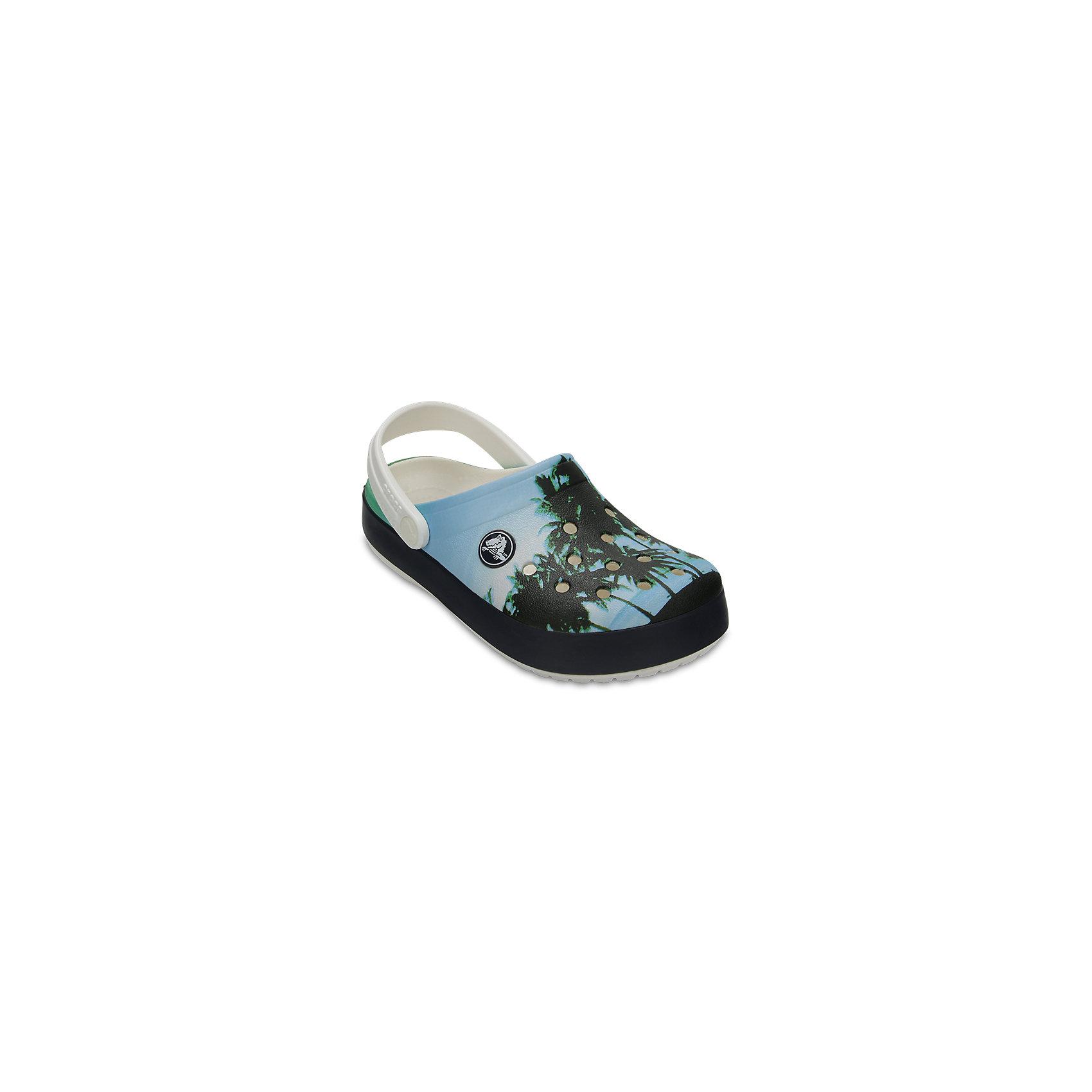 Сабо Kids Classic для мальчика CROCSПляжная обувь<br>Характеристики товара:<br><br>• цвет: разноцветный<br>• принт: пальмы<br>• сезон: лето<br>• тип: пляжная обувь<br>• материал: 100% полимер Croslite™<br>• под воздействием температуры тела принимают форму стопы<br>• полностью литая модель<br>• вентиляционные отверстия<br>• бактериостатичный материал<br>• пяточный ремешок фиксирует стопу<br>• отверстия для использования украшений<br>• анатомическая стелька с массажными точками<br>• страна бренда: США<br>• страна изготовитель: Китай<br><br>Для правильного развития ребенка крайне важно, чтобы обувь была удобной.<br><br>Такие сабо обеспечивают детям необходимый комфорт, а анатомическая стелька с массажными линиями для стимуляции кровообращения позволяет ножкам дольше не уставать. <br><br>Материал, из которого они сделаны, не дает размножаться бактериям, поэтому такая обувь препятствует образованию неприятного запаха и появлению болезней стоп.<br><br>Обувь от американского бренда Crocs в данный момент завоевала широкую популярность во всем мире, и это не удивительно - ведь она невероятно удобна. <br><br>Её носят врачи, спортсмены, звёзды шоу-бизнеса, люди, которым много времени приходится бывать на ногах - они понимают, как важна комфортная обувь. <br><br>Продукция Crocs - это качественные товары, созданные с применением новейших технологий. <br><br>Обувь отличается стильным дизайном и продуманной конструкцией. Изделие производится из качественных и проверенных материалов, которые безопасны для детей.<br><br>Сабо Kids Classic от торговой марки Crocs можно купить в нашем интернет-магазине.<br><br>Ширина мм: 225<br>Глубина мм: 139<br>Высота мм: 112<br>Вес г: 290<br>Цвет: белый<br>Возраст от месяцев: 15<br>Возраст до месяцев: 18<br>Пол: Мужской<br>Возраст: Детский<br>Размер: 22,23,24,25,26,31/32,33/34,34/35,27,28,29,30,21<br>SKU: 5416552