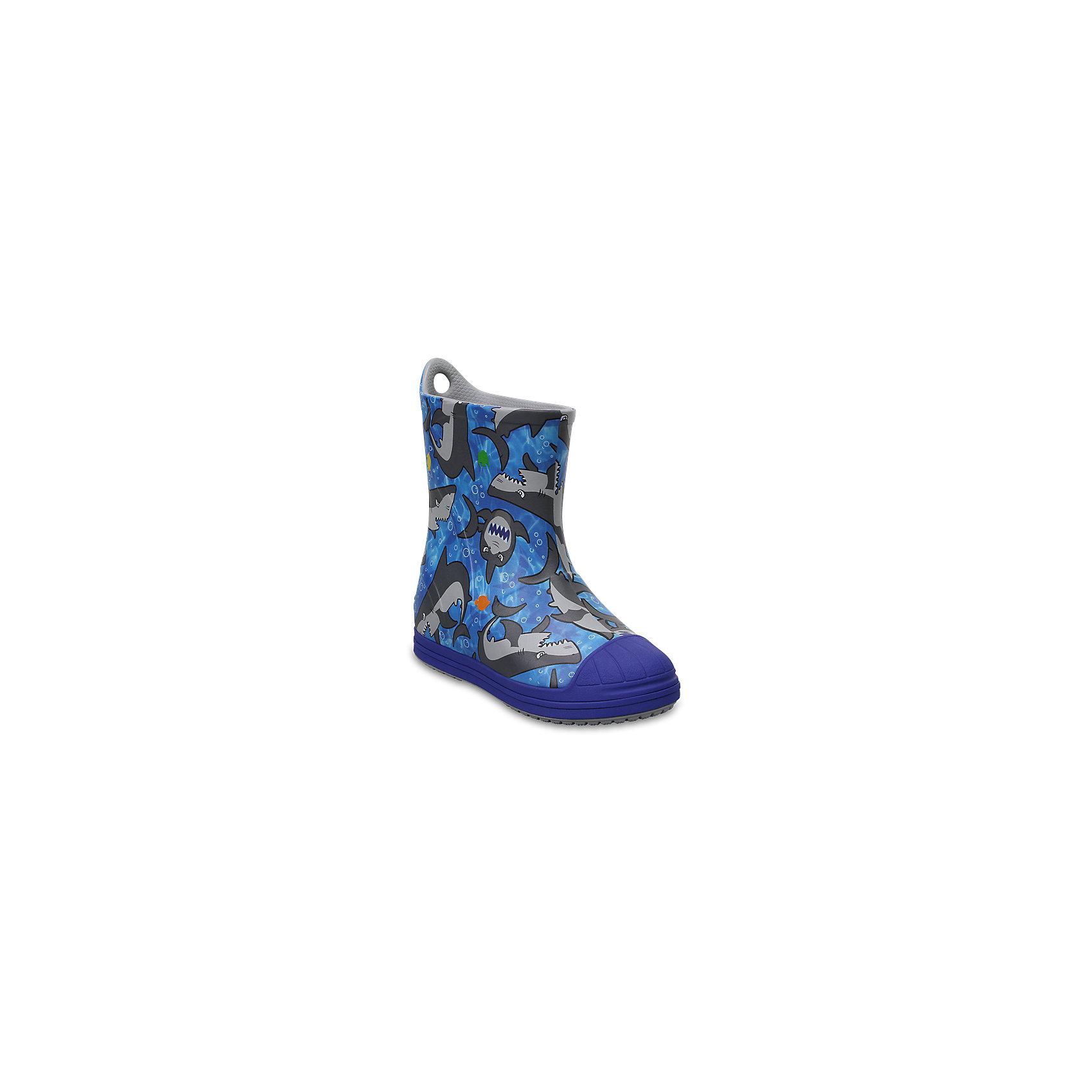 Резиновые сапогиKids' Crocs Bump It Graphic Rain Boot, синийПляжная обувь<br>Характеристики товара:<br><br>• цвет: синий<br>• принт: Акула<br>• сезон: демисезон, лето<br>• материал: 100% полимер Croslite™<br>• непромокаемые<br>• температурный режим: от 0° до +20° С<br>• легко очищаются<br>• антискользящая подошва<br>• язычок для удобного надевания<br>• толстая устойчивая подошва<br>• страна бренда: США<br>• страна изготовитель: Китай<br><br>Сапоги могут быть и стильными, и непромокаемыми! <br><br>Для детской обуви крайне важно, чтобы она была удобной. <br><br>Такие сапоги обеспечивают детям необходимый комфорт, а надежный материал не пропускает внутрь воду. <br><br>Сапоги легко надеваются и снимаются, отлично сидят на ноге. <br><br>Материал, из которого они сделаны, не дает размножаться бактериям, поэтому такая обувь препятствует образованию неприятного запаха и появлению болезней стоп. <br><br>Данная модель особенно понравится детям - ведь в них можно бегать по лужам!<br><br>Резиновые сапоги Kids' Crocs Bump It Graphic Rain Boot от торговой марки Crocs можно купить в нашем интернет-магазине.<br><br>Ширина мм: 237<br>Глубина мм: 180<br>Высота мм: 152<br>Вес г: 438<br>Цвет: синий<br>Возраст от месяцев: 60<br>Возраст до месяцев: 72<br>Пол: Унисекс<br>Возраст: Детский<br>Размер: 29,30,23,24,25,26,31/32,33/34,34/35,27,28<br>SKU: 5416748
