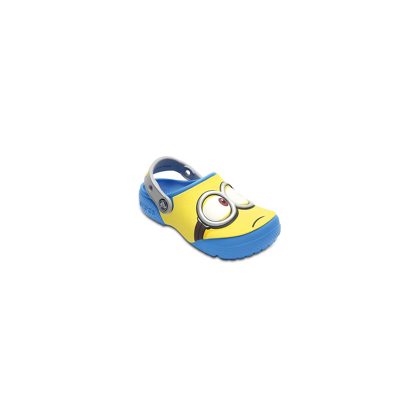 Сабо Kids Crocs Fun Lab Minions ClogsПляжная обувь<br>Характеристики товара:<br><br>• цвет: желтый<br>• сезон: лето<br>• тип: пляжная обувь<br>• материал: 100% полимер Croslite™<br>• под воздействием температуры тела принимают форму стопы<br>• полностью литая модель<br>• вентиляционные отверстия<br>• бактериостатичный материал<br>• пяточный ремешок фиксирует стопу<br>• отверстия для использования украшений<br>• анатомическая стелька с массажными точками<br>• страна бренда: США<br>• страна изготовитель: Китай<br><br>Обувь от американского бренда Crocs в данный момент завоевала широкую популярность во всем мире, и это не удивительно - ведь она невероятно удобна. <br><br>Её носят врачи, спортсмены, звёзды шоу-бизнеса, люди, которым много времени приходится бывать на ногах - они понимают, как важна комфортная обувь. <br><br>Продукция Crocs - это качественные товары, созданные с применением новейших технологий. <br><br>Обувь отличается стильным дизайном и продуманной конструкцией. <br><br>Изделие производится из качественных и проверенных материалов, которые безопасны для детей.<br><br>Сабо Kids Crocs Fun Lab Minions Clogs можно купить в нашем интернет-магазине.<br><br>Ширина мм: 225<br>Глубина мм: 139<br>Высота мм: 112<br>Вес г: 290<br>Цвет: синий<br>Возраст от месяцев: 12<br>Возраст до месяцев: 15<br>Пол: Унисекс<br>Возраст: Детский<br>Размер: 21,34/35,27,28,29,30,22,23,24,25,26,31/32,33/34<br>SKU: 5417004