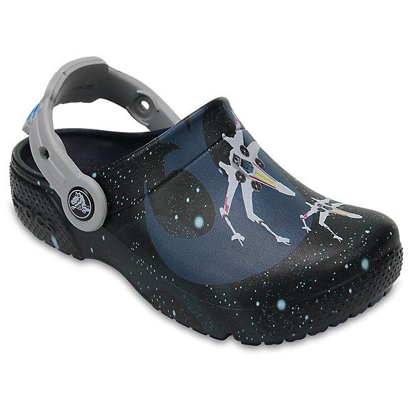 Сабо STAR WARS, CROCSПляжная обувь<br>Характеристики товара:<br><br>• цвет: черный<br>• сезон: лето<br>• тип: пляжная обувь<br>• материал: 100% полимер Croslite™<br>• под воздействием температуры тела принимают форму стопы<br>• полностью литая модель<br>• вентиляционные отверстия<br>• бактериостатичный материал<br>• пяточный ремешок фиксирует стопу<br>• отверстия для использования украшений<br>• анатомическая стелька с массажными точками<br>• страна бренда: США<br>• страна изготовитель: Китай<br><br>Обувь от американского бренда Crocs в данный момент завоевала широкую популярность во всем мире, и это не удивительно - ведь она невероятно удобна. <br><br>Её носят врачи, спортсмены, звёзды шоу-бизнеса, люди, которым много времени приходится бывать на ногах - они понимают, как важна комфортная обувь. <br><br>Продукция Crocs - это качественные товары, созданные с применением новейших технологий. <br><br>Обувь отличается стильным дизайном и продуманной конструкцией. <br><br>Изделие производится из качественных и проверенных материалов, которые безопасны для детей.<br><br>Сабо STAR WARS, CROCS можно купить в нашем интернет-магазине.<br>Ширина мм: 225; Глубина мм: 139; Высота мм: 112; Вес г: 290; Цвет: синий; Возраст от месяцев: 12; Возраст до месяцев: 15; Пол: Мужской; Возраст: Детский; Размер: 21,22,23,24,25,26,31/32,33/34,34/35,27,28,29,30; SKU: 5417018;