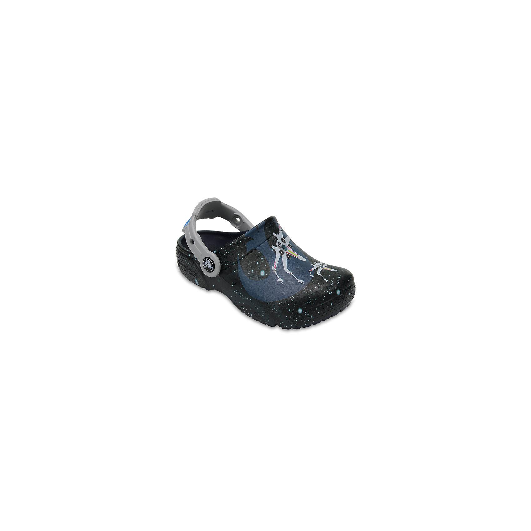 Сабо STAR WARS, CROCSПляжная обувь<br>Характеристики товара:<br><br>• цвет: черный<br>• сезон: лето<br>• тип: пляжная обувь<br>• материал: 100% полимер Croslite™<br>• под воздействием температуры тела принимают форму стопы<br>• полностью литая модель<br>• вентиляционные отверстия<br>• бактериостатичный материал<br>• пяточный ремешок фиксирует стопу<br>• отверстия для использования украшений<br>• анатомическая стелька с массажными точками<br>• страна бренда: США<br>• страна изготовитель: Китай<br><br>Обувь от американского бренда Crocs в данный момент завоевала широкую популярность во всем мире, и это не удивительно - ведь она невероятно удобна. <br><br>Её носят врачи, спортсмены, звёзды шоу-бизнеса, люди, которым много времени приходится бывать на ногах - они понимают, как важна комфортная обувь. <br><br>Продукция Crocs - это качественные товары, созданные с применением новейших технологий. <br><br>Обувь отличается стильным дизайном и продуманной конструкцией. <br><br>Изделие производится из качественных и проверенных материалов, которые безопасны для детей.<br><br>Сабо STAR WARS, CROCS можно купить в нашем интернет-магазине.<br><br>Ширина мм: 225<br>Глубина мм: 139<br>Высота мм: 112<br>Вес г: 290<br>Цвет: синий<br>Возраст от месяцев: 36<br>Возраст до месяцев: 48<br>Пол: Мужской<br>Возраст: Детский<br>Размер: 27,34/35,28,29,30,21,22,23,24,25,26,31/32,33/34<br>SKU: 5417018