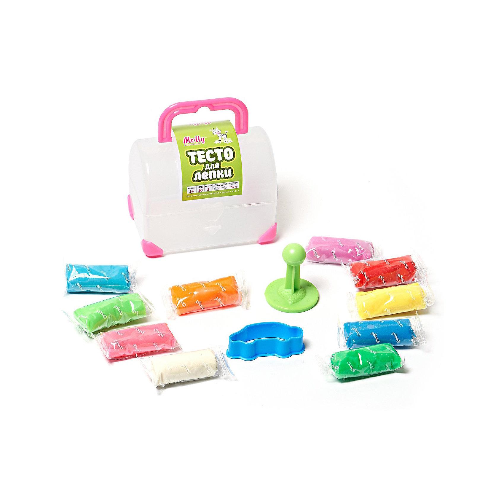 Тесто для лепки Сундучок 10 цветов + 2 формочкиЛепка<br>Тесто для лепки Сундучок, 10 цветов + 2 формочки.<br><br>Характеристика: <br><br>• Состав: пшеничная мука крахмал, вода, соль, пищевая добавка, пищевая краситель.<br>• Размер упаковки: 10х6,2х7,2 см. <br>• Комплектация: тесто (10 цветов), формочки (2 шт). <br>• Яркие, насыщенные цвета. <br>• 10 цветов (по 18 гр.) - синий, голубой, оранжевый, желтый, красный, розовый, белый, сиреневый, темно зеленый, светло-зеленый.<br>• Легко смывается с одежды и рук. <br>• Безопасно при проглатывании. <br>• Отлично развивает моторику рук, внимание, мышление и воображение. <br>• Удобная упаковка в виде пластикового сундучка с ручкой для переноски и застежкой.<br><br>Мягкое тесто для лепки - отличный подарок для малыша. Тесто изготовлено из натуральных материалов, с использованием абсолютно безопасных для детей красителей, легко смывается с одежды и рук. Лепка - прекрасный вид детского досуга, помогающий развить мелкую моторику, цветовосприятие, воображение и мышление.<br><br>Тесто для лепки Сундучок, 10 цветов + 2 формочки, можно купить в нашем интернет-магазине.<br><br>Ширина мм: 100<br>Глубина мм: 60<br>Высота мм: 80<br>Вес г: 150<br>Возраст от месяцев: 12<br>Возраст до месяцев: 36<br>Пол: Унисекс<br>Возраст: Детский<br>SKU: 5417573
