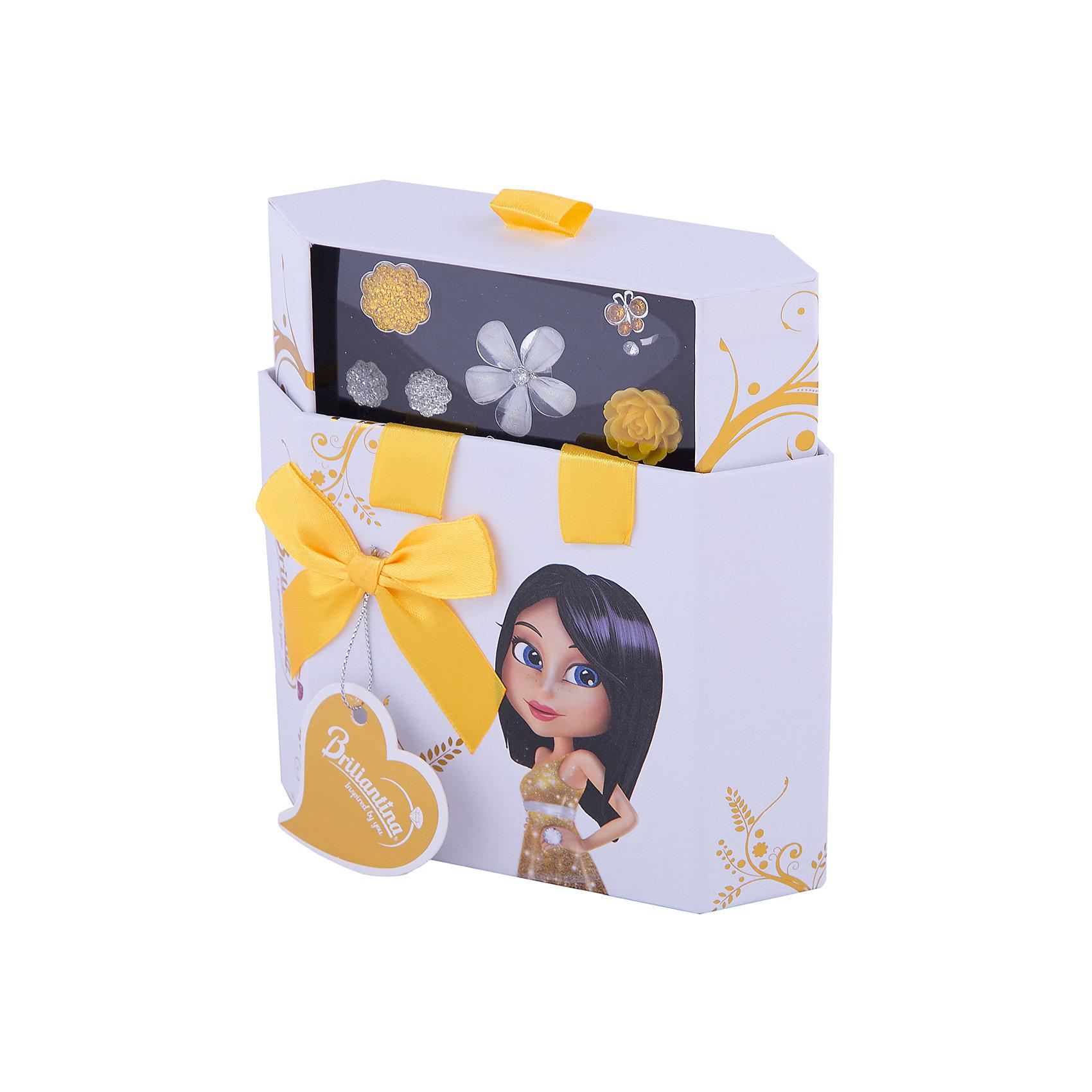 Шкатулка (цвет: золотой), BriliantinaПодарочный набор детской бижутерии Золотая шкатулка из серии Hex Box представляет собой оригинальный комплект с красивыми украшениями в золотисто-серебристых тонах. О таких стильных аксессуарах мечтает каждая девочка, желающая поскорее вырасти и быть похожей на свою маму.<br>В наборе можно найти два колечка из коллекции Uno и два - из серии Exelent, а в дополнении к ним - пара красивых сережек, которые прекрасно сочетаются со всем комплектом по цветовой гамме и дизайну.<br>В шкатулке предусмотрено 10 отделений для сережек и колец, которые можно хранить в ней, собирая великолепную коллекцию оригинальных украшений. Остальные сережки и кольца следует приобрести отдельно.<br>На все изделия нанесено специальное покрытие из хрома и никеля, которое защитит от проявления аллергической реакции.<br><br>Ширина мм: 155<br>Глубина мм: 55<br>Высота мм: 170<br>Вес г: 160<br>Возраст от месяцев: 36<br>Возраст до месяцев: 84<br>Пол: Женский<br>Возраст: Детский<br>SKU: 5418931