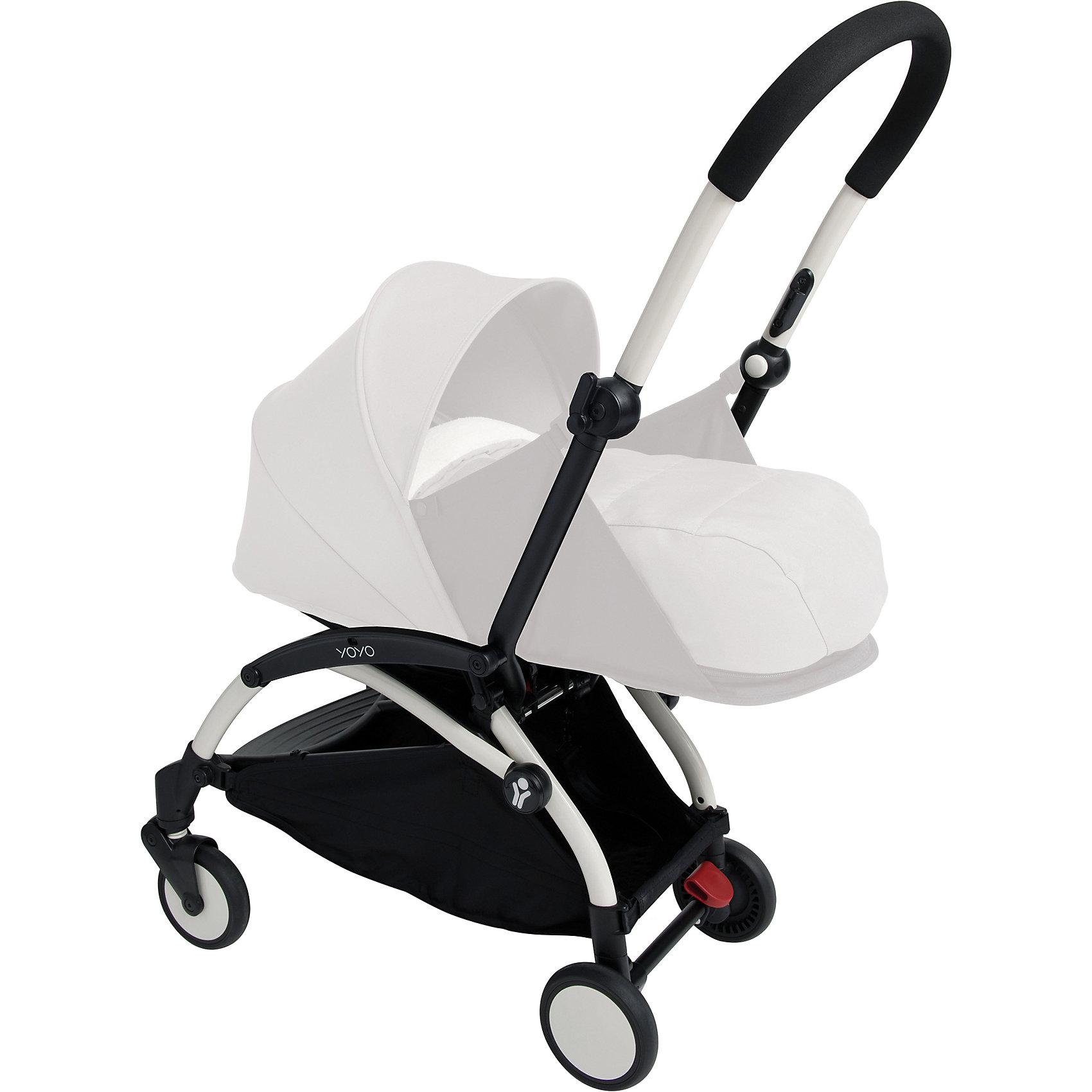 Прогулочная коляска Babyzen YOYO на чёрно-белой раме,Прогулочные коляски<br>Характеристики коляски Babyzen YOYO:<br><br>• легкая и компактная, маневренная и удобная;<br>• коляска складывается одной рукой;<br>• прогулочный блок оснащен 5-ти точечными ремнями безопасности, регулируемые по длине и высоте;<br>• регулируемый наклон спинки: 3 положения, угол наклона 160 градусов;<br>• капюшон оснащен смотровым окошком;<br>• капюшон можно полностью опустить за прогулочное сиденье;<br>• чехлы прогулочного блока съемные, их можно стирать при температуре 30 градусов;<br>• колеса имеют независимую подвеску;<br>• передние поворотные колеса с антивибрационной системой: колеса не нужно блокировать вручную;<br>• ножной тормоз, педаль на задней оси коляски, блокировка сразу двух задних колес;<br>• коляска складывается по типу «книжка», устойчива в вертикальном положении в сложенном виде, имеется фиксатор от случайного раскладывания;<br>• в сложенном виде рама коляски оснащена ремешком с мягкой накладкой, чтобы сложенную коляску удобно было переносить на плече;<br>• коляска раскладывается одной рукой: мамочка может и ребенка держать на руках, и коляску разложить без особых трудностей;<br>• материал: алюминий, пластик, полиэстер, полиуретан;<br>• диаметр колес: 13 см<br><br>Компактная коляска помещается в отделении ручной клади в самолете, между сиденьями в поезде или в машине. Коляска с ремешком для переноски на плече позволяет пройтись с малышом по магазинам, устроиться в уютном кафе. Коляска маневренна, с функцией «плавный ход», простая в использовании. <br><br>Размер коляски: 44х86х106 см<br>Размер коляски в сложенном виде: 52x44x18 см<br>Вес коляски: 5,9 кг<br>Вес в упаковке: 7,4 кг<br><br>Комплектация:<br><br>• прогулочная коляска YOYO;<br>• дождевик;<br>• 2 дуги для капюшона;<br>• корзина для покупок;<br>• ремешок с подкладкой для плеча<br>• сумка для транспортировки коляски в сложенном виде;<br>• инструкция. <br><br>Прогулочную коляску YOYO на белой раме, Babyzen можно купить