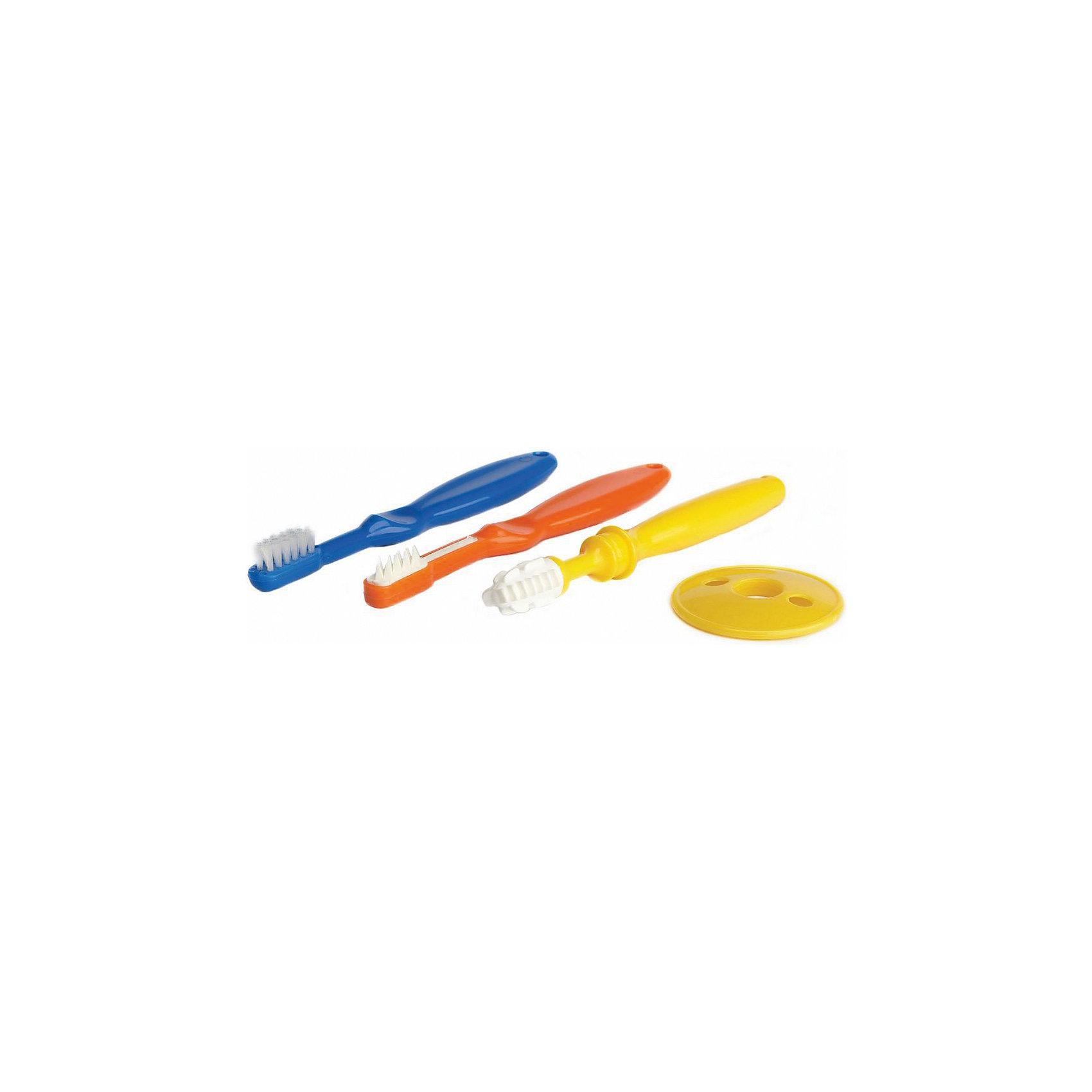 Набор детских зубных щеток, 4+, 3 шт., KurnosikiЗубные щетки<br>Характеристики:<br><br>• Наименование: зубная щетка<br>• Материал: пластик, нейлон, термопластрезина<br>• Пол: универсальный<br>• Цвет: желтый, синий, оранжевый<br>• Рисунок: без рисунка<br>• Комплектация: массажная щетка, щетка с мягкой щетиной, щетка с щетиной из нейлона<br>• Мягкая щетина <br>• Наличие защитного съемного диска<br>• Отсутствие острых углов<br>• Вес: 60 г<br>• Параметры (Д*Ш*В): 13,5*2 см <br>• Особенности ухода: можно мыть в теплой воде с гипоаллергенными моющими сведствами<br><br>Набор детских зубных щеток, 4+, 3 шт., Kurnosiki выполнен из гипоаллергенных материалов, которые не вызывают раздражения и не травмируют десны. Набор состоит из трех щеток: одна с массажным наконечником, которую можно использовать для массирования десен, вторая – с щетиной из термопластрезины для чистки первых зубов и третья – классическая щетка с мягкой щетиной из нейлона. <br><br>В комплекте имеется защитное кольцо, которое устанавливается на ручку, тем самым защищая от глубокого проникновения. Набор детских зубных щеток, 4+, 3 шт., Kurnosiki – идеальное решение для приучения к гигиене полости рта.<br><br>Набор детских зубных щеток, 4+, 3 шт., Kurnosiki можно купить в нашем интернет-магазине.<br><br>Ширина мм: 15<br>Глубина мм: 155<br>Высота мм: 190<br>Вес г: 61<br>Возраст от месяцев: 4<br>Возраст до месяцев: 36<br>Пол: Унисекс<br>Возраст: Детский<br>SKU: 5428801