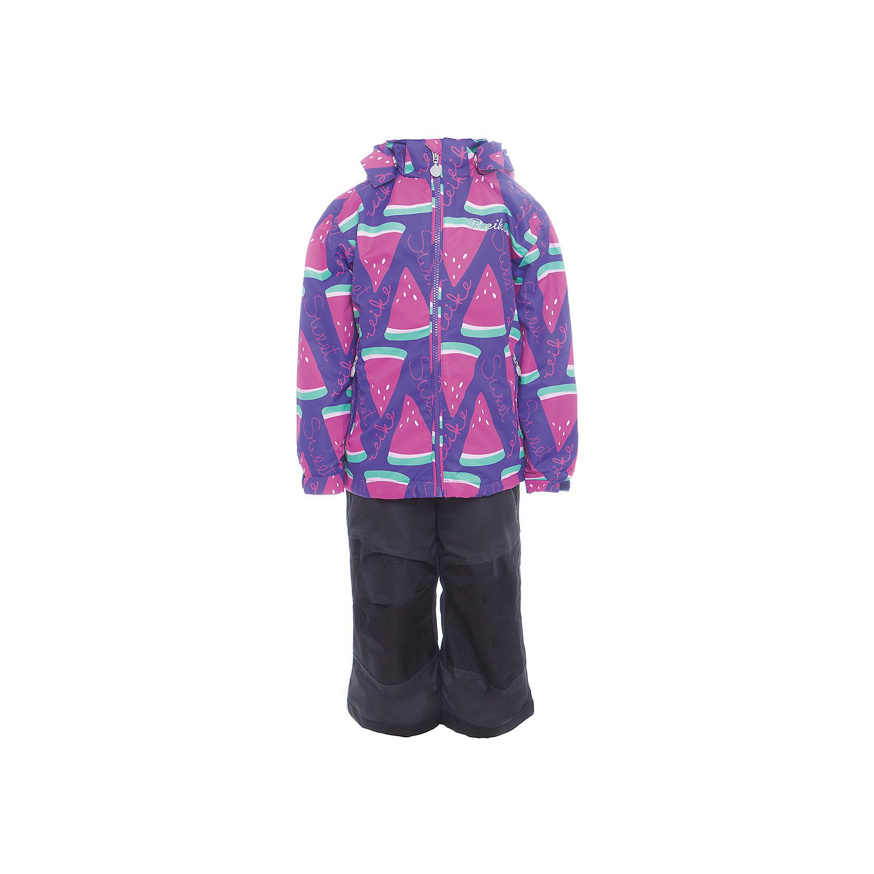 Комплект Reike для девочкиКомплект Reike для девочки<br>Комплект Reike Watermelon purple выполнен из ветрозащитного, водонепроницаемого, дышащего и износостойкого материала, декорированного ярким принтом с дольками арбуза. Микрофлис на внутренней стороне куртки обеспечит дополнительное тепло и комфорт. Модель дополнена съемным регулирующимся капюшоном с полосками светоотражателя, двумя карманами на молнии и утяжкой по низу. Внутренняя ветрозащитная планка со светоотражающей полоской вдоль молнии не допускает проникновения холодного воздуха. Манжеты рукавов на резинке дополнительно регулируются липучками. На груди куртка украшена серебристой вышивкой. Завышенная талия брюк и регулируемые подтяжки гарантируют посадку по фигуре. Колени, задняя поверхность бедер и низ брюк дополнительно упрочнены сверхпрочным материалом. Полукомбинезон оснащен светоотражателями, двумя боковыми карманами на молнии, регулятором длины и съемными штрипками (???). Все швы комплекта проклеены, чтобы вода или влага не попали внутрь. Технологический уровень. Коэффициент воздухопроницаемости комплекта 3000гр/м2/24 ч. Водоотталкивающее покрытие: 5000 мм. Износостойкость 50 000 (тест Мартиндейла). Состав: 100% полиэстер, подкладка: 100% полиэстер. Без утеплителя. Состав: 100% полиэстер, подкладка: 100% полиэстер.<br>Состав:<br>100% ПЭ  подкладка: 100% ПЭ<br><br>Ширина мм: 215<br>Глубина мм: 88<br>Высота мм: 191<br>Вес г: 336<br>Цвет: розовый<br>Возраст от месяцев: 84<br>Возраст до месяцев: 96<br>Пол: Женский<br>Возраст: Детский<br>Размер: 128,104,110,116,122<br>SKU: 5429987