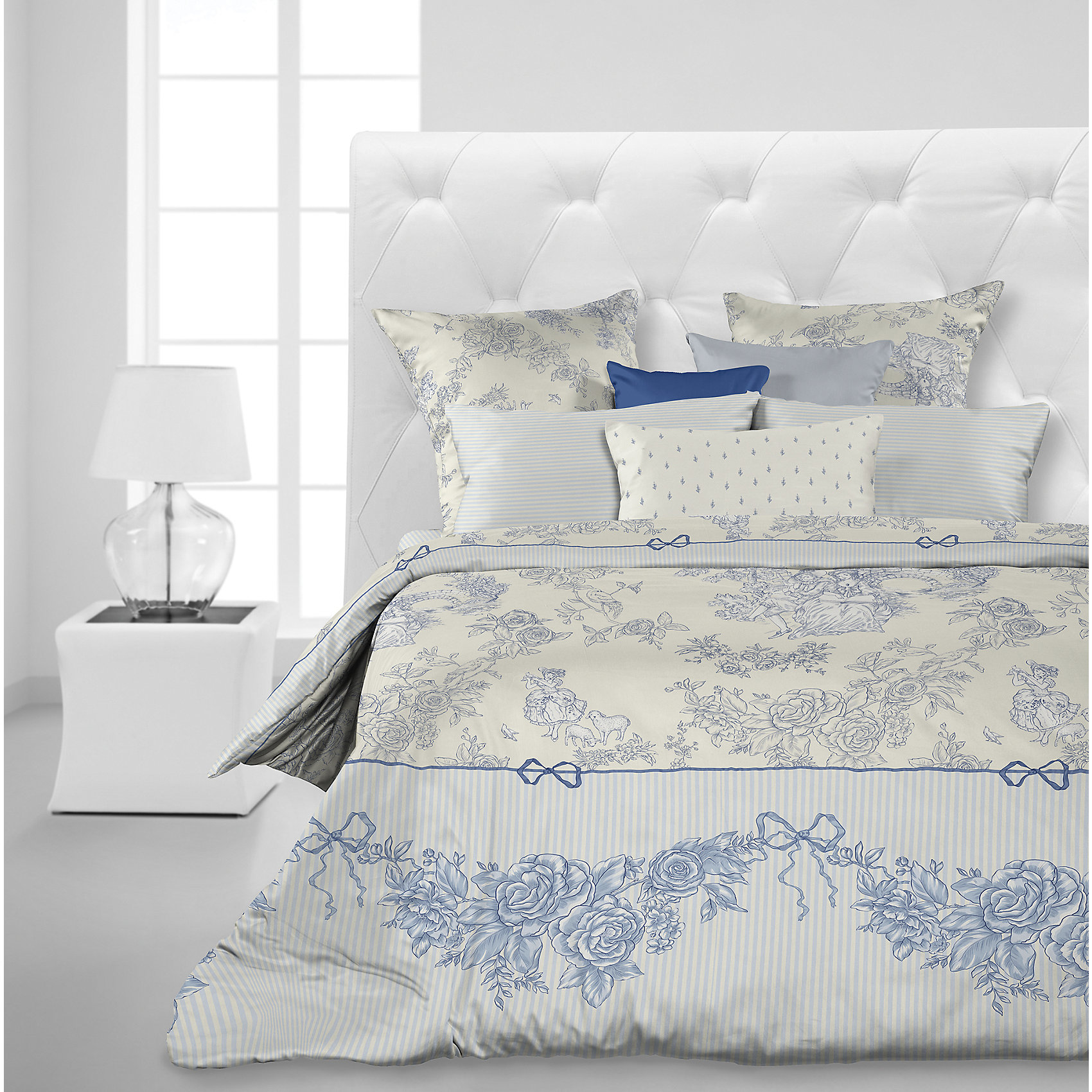 Комплект постельного белья Toile de Jouy, 2 спальное, перкаль, Carte BlancheКомплект постельного белья Toile de Jouy, 2 спальное, перкаль, Carte Blanche (Карт Бланш)<br><br>Характеристики:<br><br>• хорошо пропускает воздух, позволяет коже дышать<br>• отличается высокой прочностью и износостойкостью<br>• легко гладить<br>• привлекательный дизайн<br>• в комплекте: простыня, наволочка (2 шт.), пододеяльник<br>• материал: перкаль (100% хлопок)<br>• размер простыни:240х220 см<br>• размер наволочки: 70х70 см<br>• размер пододеяльника: 175х215 см<br>• размер упаковки: 7х28х38 см<br>• вес: 2100 грамм<br><br>Комплект Toile de Jouy - отличный подарок для ценителей комфортного сна. Белье изготовлено из перкаля, известного такими свойствами как прочность и износостойкость. Оно очень приятно телу и, кроме того, оно хорошо пропускает воздух, благодаря чему кожа дышит во время отдыха. Хозяек белье из перкали порадует неприхотливостью в уходе. Комплект декорирован роскошным узором, который украсит вашу спальню. В комплект входят две наволочки, простынь и пододеяльник.<br><br>Комплект постельного белья Toile de Jouy, 2 спальное, перкаль, Carte Blanche (Карт Бланш) вы можете купить в нашем интернет-магазине.<br><br>Ширина мм: 380<br>Глубина мм: 280<br>Высота мм: 70<br>Вес г: 2100<br>Возраст от месяцев: 36<br>Возраст до месяцев: 216<br>Пол: Женский<br>Возраст: Детский<br>SKU: 5430852