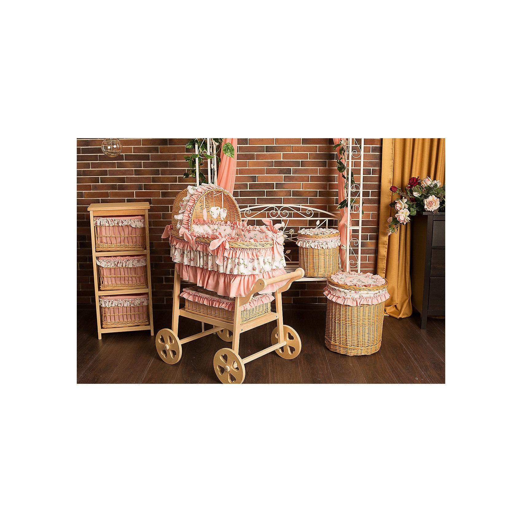 Люлька плетеная Роза, GulSaraКолыбели, люльки<br>Характеристики:<br><br>• Пол: для девочки<br>• Тематика рисунка: цветы<br>• Материал: бязь, хлопок 100%; лоза, дерево<br>• Цвет: розовый<br>• Комплектация: <br> плетеная люлька – 1 шт. 89*50 см<br> бортики с козырьком – 1 шт. <br> одеяло – 1 шт. <br> матрасик – 1 шт. <br> наматрасник – 1 шт. <br> подушка – 1 шт. <br> наволочка – 1 шт. <br> чехлы на колеса – 4 шт.<br> бельевая корзина – 1 шт.<br>• Упаковка: воздушно-пузырьковый полиэтилен <br>• Особенности ухода: машинная стирка текстильных принадлежностей при температуре 30 градусов без использования отбеливающих веществ <br><br>Люлька плетеная Роза, GulSara от отечественного швейного производства, который выпускает современный текстиль и товары для новорожденных, изготовленных на основе вековых традиций. В своем производстве GulSara использует только экологичные и натуральные материалы, что обеспечивает их безопасность даже для малышей с чувствительной кожей. Комплект состоит из люльки, набора текстильных принадлежностей и корзины для белья. <br><br>Плетеная люлька в форме овала изготовлена из специально выделанной лозы, у нее устойчивое днище и козырек. Колеса и подставка выполнены из натуральной древесины. Комплект постельных принадлежностей выполнен из натурального хлопка – бязи, которая обладает хорошими гигиеническими свойствами и устойчивым принтом. Текстильные принадлежности изготовлены из цельного полотна, боковые швы – закрытые, что обеспечивает их прочность и надежность. <br><br>В комплекте предусмотрена бельевая корзина, выполненная в едином стиле с комплектом. Маневренность и мобильность люльке обеспечивает подставка с колесами, благодаря которой ее можно вывозить на лоджию или летнюю веранду. Для обеспечения чистоты в доме, в комплекте предусмотрены чехлы на колеса. <br><br>Люлька плетеная Роза, GulSara – стильное и комфортное решение для детской комнаты новорожденного! <br><br>Люльку плетеную Роза, GulSara можно купить в нашем интернет-магазине.<br><br>