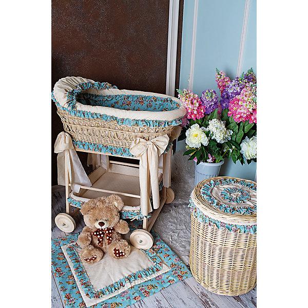 Люлька плетеная на колесах Прованс, GulSara голубойКолыбели-люльки для новорожденных<br>Характеристики:<br><br>• Пол: для мальчика<br>• Тематика рисунка: цветы<br>• Сезон: круглый год<br>• Материал: бязь, хлопок 100%; лоза, дерево<br>• Цвет: голубой<br>• Комплектация: <br> плетеная люлька – 1 шт. 89*50 см<br> бортики с козырьком – 1 шт. <br> одеяло – 1 шт. <br> матрасик – 1 шт. <br> наматрасник – 1 шт. <br> подушка – 1 шт. <br> наволочка – 1 шт. <br> чехлы на колеса – 4 шт.<br> бельевая корзина – 1 шт.<br>• Упаковка: воздушно-пузырьковый полиэтилен <br>• Особенности ухода: машинная стирка текстильных принадлежностей при температуре 30 градусов без использования отбеливающих веществ <br><br>Люлька плетеная на колесах Прованс, GulSara голубой от отечественного швейного производства, который выпускает современный текстиль и товары для новорожденных, изготовленных на основе вековых традиций. В своем производстве GulSara использует только экологичные и натуральные материалы, что обеспечивает их безопасность даже для малышей с чувствительной кожей. Комплект состоит из люльки, набора текстильных принадлежностей и корзины для белья. <br><br>Плетеная люлька в форме овала изготовлена из специально выделанной лозы, у нее устойчивое днище и козырек. Колеса и подставка выполнены из натуральной древесины. Комплект постельных принадлежностей выполнен из натурального хлопка – бязи, которая обладает хорошими гигиеническими свойствами и устойчивым принтом. Текстильные принадлежности изготовлены из цельного полотна, боковые швы – закрытые, что обеспечивает их прочность и надежность. <br><br>В комплекте предусмотрена бельевая корзина, выполненная в едином стиле с комплектом. Маневренность и мобильность люльке обеспечивает подставка с колесами, благодаря которой ее можно вывозить на лоджию или летнюю веранду. Для обеспечения чистоты в доме, в комплекте предусмотрены чехлы на колеса. <br><br>Люлька плетеная на колесах Прованс, GulSara голубой – стильное и комфортное решение для детской к