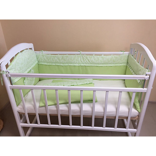 Борт в кроватку, GulSara, 18.12 зеленыйПостельное белье в кроватку новорождённого<br>Характеристики:<br><br>• Вид детского текстиля: бортики для детской кроватки<br>• Пол: универсальный<br>• Тематика рисунка: веточки<br>• Сезон: круглый год<br>• Материал: бязь (хлопок 100%)<br>• Наполнитель: синтепон (полиэстер 100%)<br>• Цвет: зеленый, белый<br>• Размеры (Д*В): 360*44 см (55 см – высота боковин)<br>• Комплектация: 4 части <br>• Способ крепления к кроватке: завязки <br>• Декоративные элементы: рюши, кармашек<br>• Упаковка: полиэтилен <br>• Вес в упаковке: 980 г<br>• Особенности ухода: ручная или машинная стирка на деликатном режиме при температуре не более 30 градусов без применения красящих и отбеливающих веществ<br><br>Борт в кроватку, GulSara, 18.12 зеленый от отечественного швейного производства, который выпускает современный текстиль и товары для новорожденных, изготовленных на основе вековых традиций. В своем производстве GulSara использует только экологичные и натуральные материалы, что обеспечивает их безопасность даже для малышей с чувствительной кожей. Бортики предназначены для детских кроваток стандартного размера, спальное место которых составляет не менее 120*60 см. <br><br>Изделие выполнено из четырех частей, каждая из которых крепится к кроватке при помощи завязок. Бортики изготовлены из бязи высокого качества, в качестве наполнителя использован синтепон. Такое сочетание обеспечивает не только легкость и воздухопроницаемость, но и обладает достаточно хорошими износоустойчивыми характеристиками. Бортики выполнены в оригинальном дизайне: сочетание однотонной бязи с принтованной тканью. Оформлены рюшей, на одной из частей предусмотрен кармашек для любимой игрушки или мелочей.<br><br>Борт в кроватку, GulSara, 18.12 зеленый – эти бортики не только обеспечат безопасность вашего малыша, но и создадут оригинальный и изысканный стиль детской кроватки! <br><br>Борт в кроватку, GulSara, 18.12 зеленый можно купить в нашем интернет-магазине.<br>Ширина мм: 620; Глу