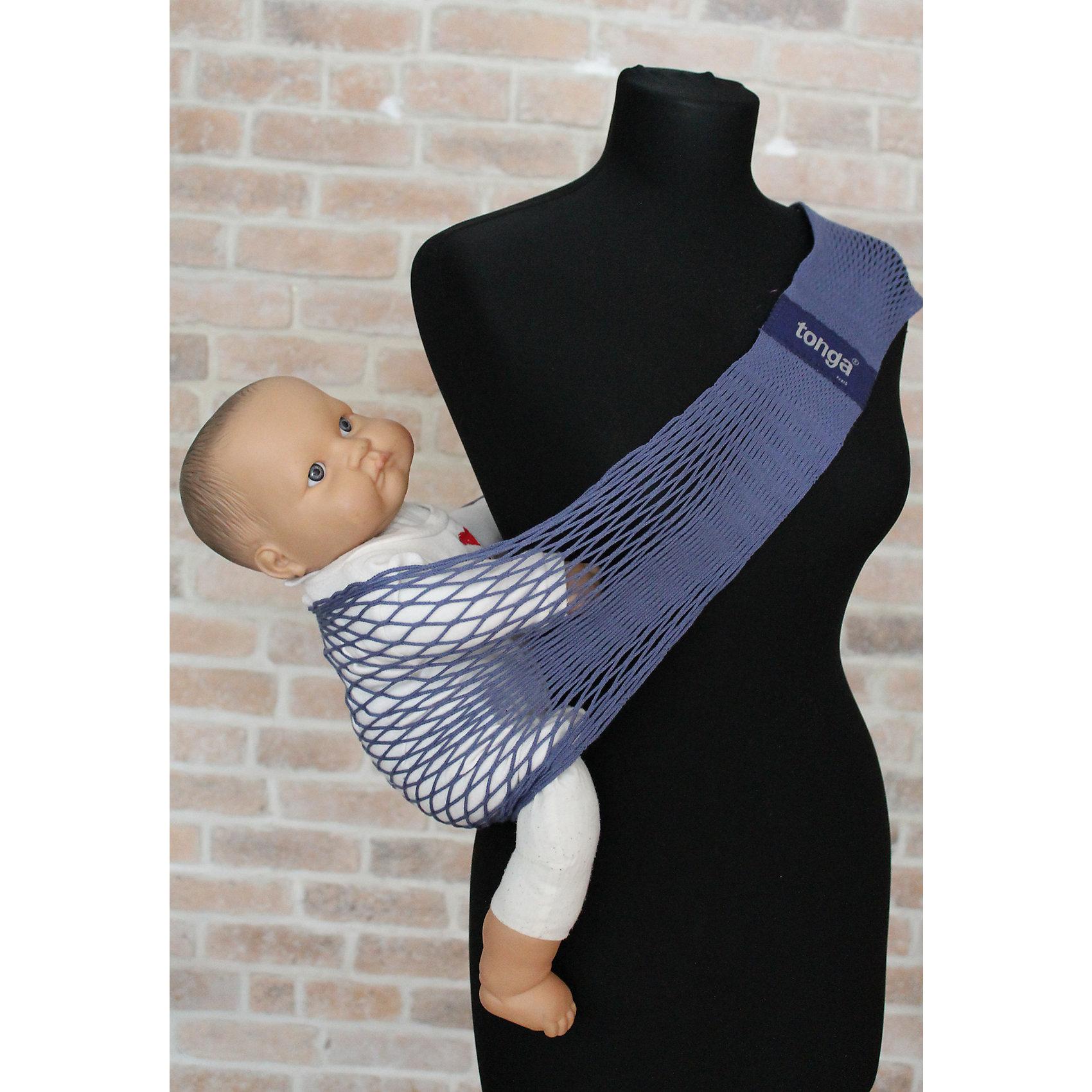 Слинг на бедро, Тонга, Filt, jean/джинсовыйСлинги и рюкзаки-переноски<br>Характеристики:<br><br>• разработан совместно с врачами-ортопедами;<br>• обеспечивает оптимальную поддержку ребенка;<br>• легко надевается;<br>• основное положение: на бедре;<br>• подходит для автоматической стирки при температуре 30 градусов;<br>• регулируемая длина;<br>• цвет: джинсовый;<br>• материал: хлопок;<br>• возраст ребенка: 6 месяцев-2 года (до 15 кг);<br>• размер слинга: 70х12х15 см;<br>• размер упаковки: 24х12х2 см;<br>• вес: 140 грамм;<br>• страна бренда: Франция.<br><br>Слинг Тонга отлично подойдет для активных мам. Уникальное переплетение из натурального хлопка позволит вам комфортно передвигаться с малышом в любое время года. Слинг окрашен устойчивыми нетоксичными красителями в соответствии с нормами OEKO-TEX. Сетчатое плетение обеспечивает необходимую упругость, а хлопок гарантирует приятную мягкость для ребенка.<br><br>Размер слинга можно регулировать для удобства родителя. Лишнюю часть полотна можно намотать на большую пряжку. Пряжку следует располагать под ключицей или на спине, чтобы избежать неприятного давления на плечо. Центральная часть сделана более широкой для правильного расположения ребенка. Ножки крохи будут разведены в форме  «лягушки», что особенно важно для развития тазобедренных суставов.<br><br>Набедренный слинг подходит для совместного купания  с ребенком. После использования он быстро высыхает, сохраняя прежнюю форму. В сложенном виде Тонга очень компактен, благодаря чему вы всегда сможете  взять его с собой в путешествие или поездку.<br><br>Слинг Тонга подходит для малышей с 5-6-и месяцев до 1,5-2-х лет, весом до 15-и килограммов. Важно, чтобы ребенок умел самостоятельно держать голову и спинку. Размер слинга в разложенном виде: 70х12х15 сантиметров.<br><br>Слинг на бедро, Тонга, Filt (Филт), jean/джинсовый можно купить в нашем интернет-магазине.<br><br>Ширина мм: 800<br>Глубина мм: 800<br>Высота мм: 50<br>Вес г: 500<br>Возраст от месяцев: 0<br>Возраст до м
