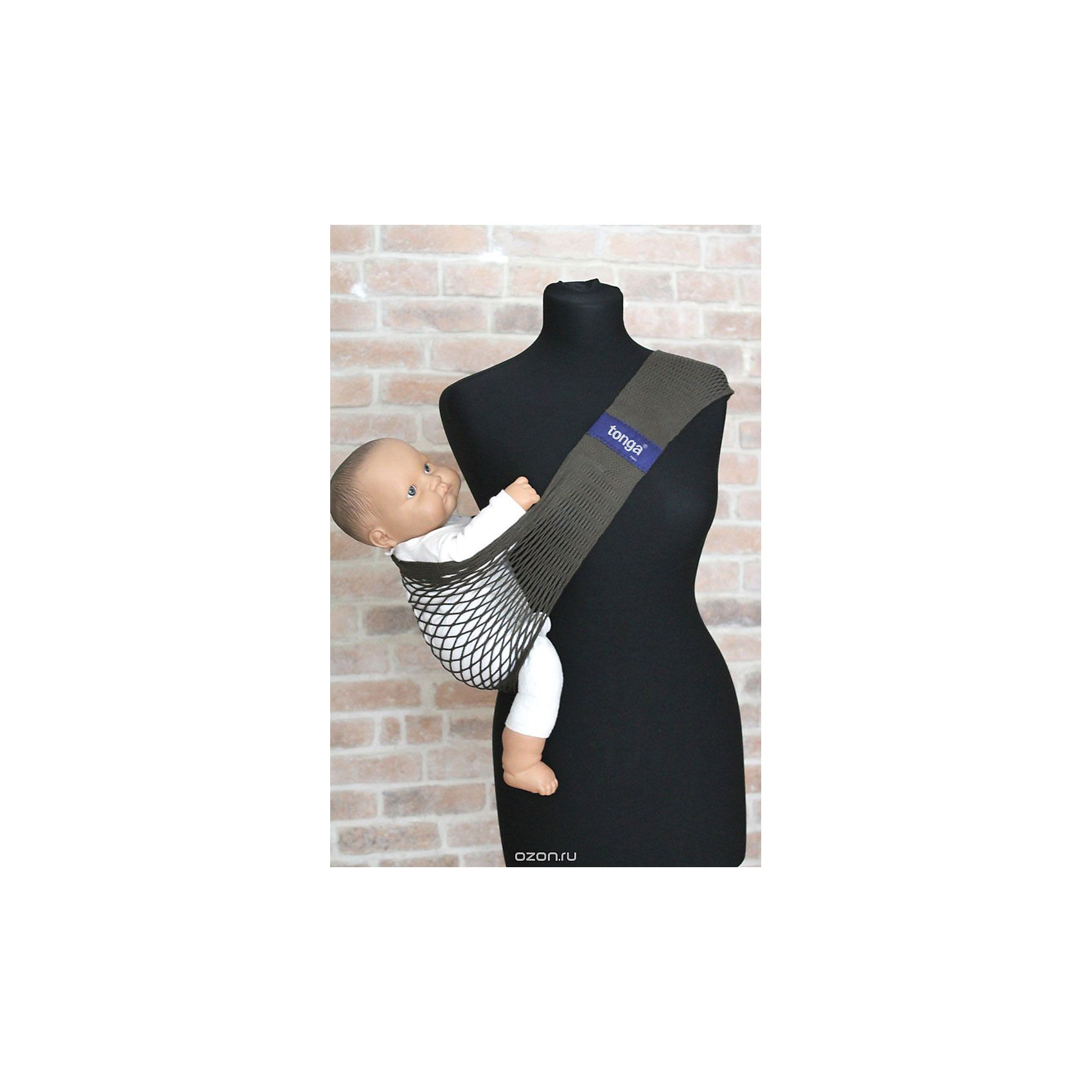 Слинг на бедро, Тонга, Filt, kaki/хакиСлинги и рюкзаки-переноски<br>Характеристики:<br><br>• разработан совместно с врачами-ортопедами;<br>• обеспечивает оптимальную поддержку ребенка;<br>• легко надевается;<br>• основное положение: на бедре;<br>• подходит для автоматической стирки при температуре 30 градусов;<br>• регулируемая длина;<br>• цвет: хаки;<br>• материал: хлопок;<br>• возраст ребенка: 6 месяцев-2 года (до 15 кг);<br>• размер слинга: 70х12х15 см;<br>• размер упаковки: 24х12х2 см;<br>• вес: 140 грамм;<br>• страна бренда: Франция.<br><br>Слинг Тонга отлично подойдет для активных мам. Уникальное переплетение из натурального хлопка позволит вам комфортно передвигаться с малышом в любое время года. Слинг окрашен устойчивыми нетоксичными красителями в соответствии с нормами OEKO-TEX. Сетчатое плетение обеспечивает необходимую упругость, а хлопок гарантирует приятную мягкость для ребенка.<br><br>Размер слинга можно регулировать для удобства родителя. Лишнюю часть полотна можно намотать на большую пряжку. Пряжку следует располагать под ключицей или на спине, чтобы избежать неприятного давления на плечо. Центральная часть сделана более широкой для правильного расположения ребенка. Ножки крохи будут разведены в форме  «лягушки», что особенно важно для развития тазобедренных суставов.<br><br>Набедренный слинг подходит для совместного купания  с ребенком. После использования он быстро высыхает, сохраняя прежнюю форму. В сложенном виде Тонга очень компактен, благодаря чему вы всегда сможете  взять его с собой в путешествие или поездку.<br><br>Слинг Тонга подходит для малышей с 5-6-и месяцев до 1,5-2-х лет, весом до 15-и килограммов. Важно, чтобы ребенок умел самостоятельно держать голову и спинку. Размер слинга в разложенном виде: 70х12х15 сантиметров.<br><br>Слинг на бедро, Тонга, Filt (Филт), kaki/хаки можно купить в нашем интернет-магазине.<br><br>Ширина мм: 800<br>Глубина мм: 800<br>Высота мм: 50<br>Вес г: 500<br>Возраст от месяцев: 0<br>Возраст до месяцев: 12<br>П