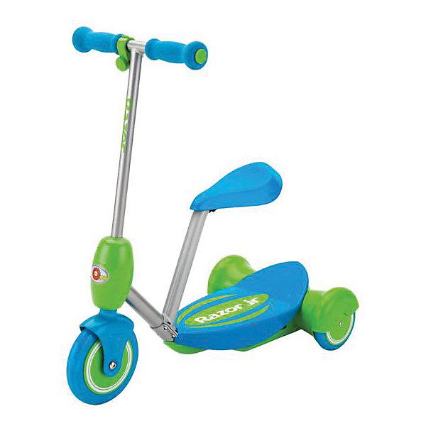 Электро-самокат Lil E, голубой, RazorСамокаты<br>Электро-самокат Lil E, голубой, Razor (Рэзор)<br><br>Характеристики:<br><br>• подходит для детей от 2-х лет<br>• удобное съемное сиденье<br>• кнопка газа находится на руле<br>• тихий электромотор<br>• скорость до 3 км/ч<br>• плавный набор скорости<br>• широкая платформа<br>• мягкие ручки<br>• соответствует всем требованиям безопасности<br>• время работы - 50 минут<br>• остановки при отпускании кнопки газа<br>• аккумулятор 6V<br>• рост ребенка: 80-130 см<br>• максимальная нагрузка: 20 кг<br>• цвет: голубой<br>• размер упаковки: 32х28х64 см<br>• вес: 3050 грамм<br><br>Электро-самокат вызовет восторг у каждого ребенка. Для начинающих гонщиков в комплект входит съемное сиденье, которое защитит от падений при управлении. Управлять самокатом очень просто. <br><br>Кнопка газа находится на руле. Электро-самокат плавно набирает скорость и полностью останавливается при отпускании кнопки газа. Время работы при полной зарядке - 50 минут. Электро-самокат отвечает всем требованиям безопасности. <br><br>Электро-самокат Lil E, голубой, Razor (Рэзор) можно купить в нашем интернет-магазине.<br>Ширина мм: 640; Глубина мм: 280; Высота мм: 320; Вес г: 3050; Возраст от месяцев: 24; Возраст до месяцев: 2147483647; Пол: Унисекс; Возраст: Детский; SKU: 5448969;