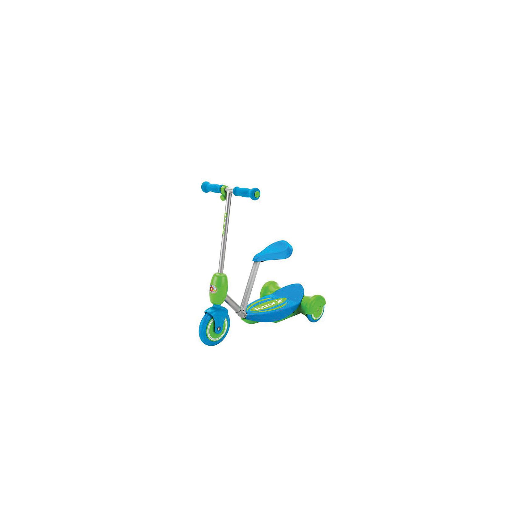 Электро-самокат Lil E, голубой, RazorСамокаты<br>Электро-самокат Lil E, голубой, Razor (Рэзор)<br><br>Характеристики:<br><br>• подходит для детей от 2-х лет<br>• удобное съемное сиденье<br>• кнопка газа находится на руле<br>• тихий электромотор<br>• скорость до 3 км/ч<br>• плавный набор скорости<br>• широкая платформа<br>• мягкие ручки<br>• соответствует всем требованиям безопасности<br>• время работы - 50 минут<br>• остановки при отпускании кнопки газа<br>• аккумулятор 6V<br>• рост ребенка: 80-130 см<br>• максимальная нагрузка: 20 кг<br>• цвет: голубой<br>• размер упаковки: 32х28х64 см<br>• вес: 3050 грамм<br><br>Электро-самокат вызовет восторг у каждого ребенка. Для начинающих гонщиков в комплект входит съемное сиденье, которое защитит от падений при управлении. Управлять самокатом очень просто. <br><br>Кнопка газа находится на руле. Электро-самокат плавно набирает скорость и полностью останавливается при отпускании кнопки газа. Время работы при полной зарядке - 50 минут. Электро-самокат отвечает всем требованиям безопасности. <br><br>Электро-самокат Lil E, голубой, Razor (Рэзор) можно купить в нашем интернет-магазине.<br><br>Ширина мм: 640<br>Глубина мм: 280<br>Высота мм: 320<br>Вес г: 3050<br>Возраст от месяцев: 24<br>Возраст до месяцев: 2147483647<br>Пол: Унисекс<br>Возраст: Детский<br>SKU: 5448969