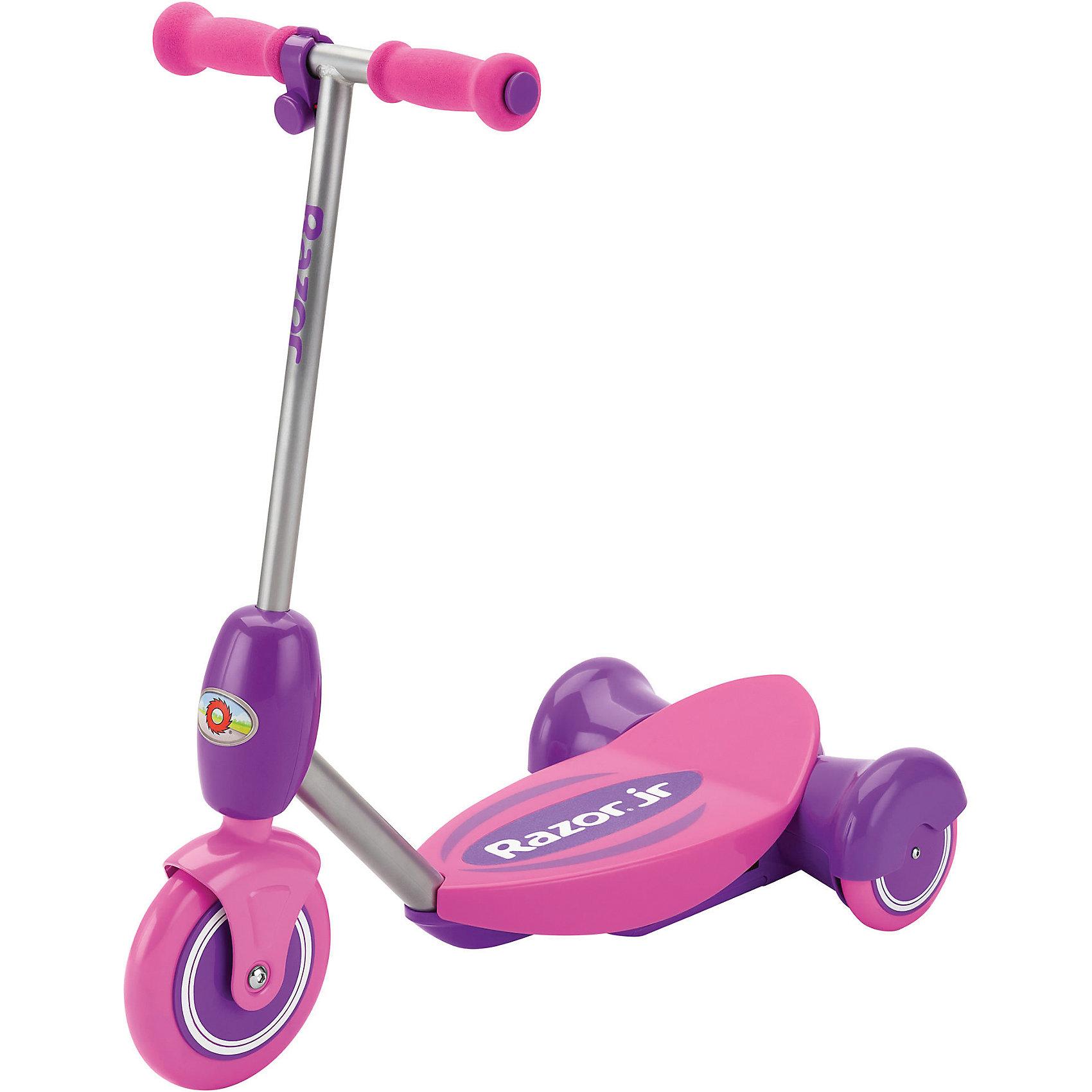 Электро-самокат Lil E, розовый, RazorСамокаты<br>Электро-самокат Lil E, розовый, Razor (Рэзор)<br><br>Характеристики:<br><br>• подходит для детей от 2-х лет<br>• удобное съемное сиденье<br>• кнопка газа находится на руле<br>• тихий электромотор<br>• скорость до 3 км/ч<br>• плавный набор скорости<br>• широкая платформа<br>• мягкие ручки<br>• соответствует всем требованиям безопасности<br>• время работы - 50 минут<br>• остановки при отпускании кнопки газа<br>• аккумулятор 6V<br>• рост ребенка: 80-130 см<br>• максимальная нагрузка: 20 кг<br>• цвет: розовый<br>• размер упаковки: 32х28х64 см<br>• вес: 3050 грамм<br><br>Электро-самокат вызовет восторг у каждого ребенка. Для начинающих гонщиков в комплект входит съемное сиденье, которое защитит от падений при управлении. Управлять самокатом очень просто. <br><br>Кнопка газа находится на руле. Электро-самокат плавно набирает скорость и полностью останавливается при отпускании кнопки газа. Время работы при полной зарядке - 50 минут. Электро-самокат отвечает всем требованиям безопасности. <br><br>Электро-самокат Lil E, розовый, Razor (Рэзор) можно купить в нашем интернет-магазине.<br><br>Ширина мм: 640<br>Глубина мм: 280<br>Высота мм: 320<br>Вес г: 3050<br>Возраст от месяцев: 36<br>Возраст до месяцев: 2147483647<br>Пол: Женский<br>Возраст: Детский<br>SKU: 5448970