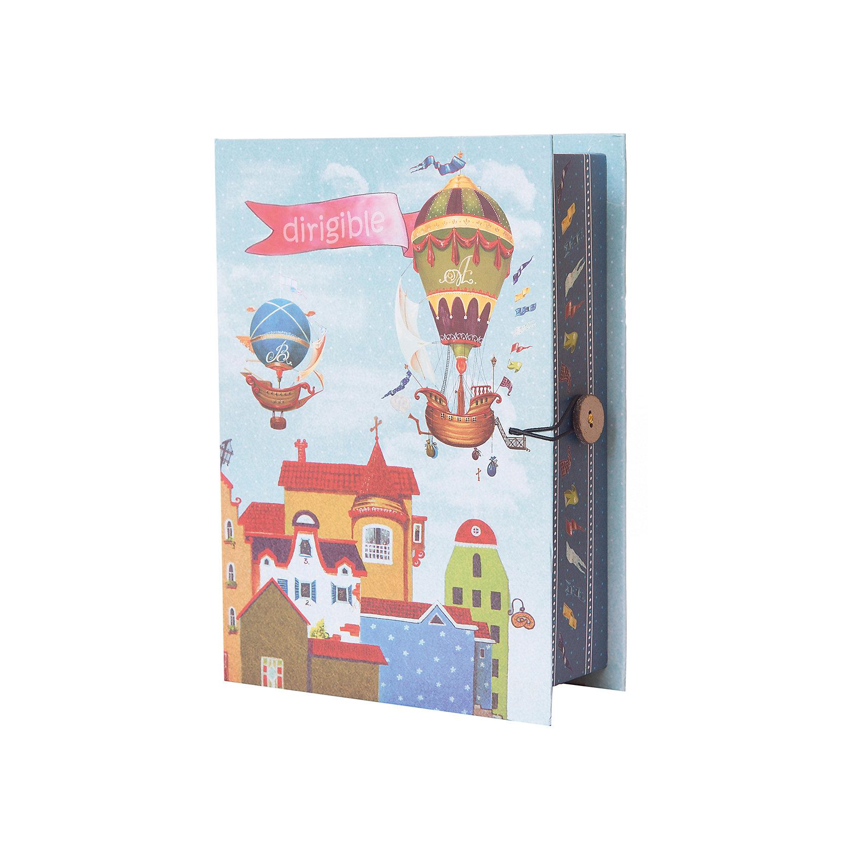 Коробка подарочная Дирижабли в лето, Феникс-ПрезентПредметы интерьера<br>Коробка подарочная Дирижабли в лето, Феникс-Презент<br><br>Характеристики:<br><br>• яркий дизайн<br>• застегивается на пуговицу<br>• рисунок с внутренней и наружной стороны<br>• изготовлена из мелованного, ламинированного негофрированного картона<br>• плотность: 1100 г/м2<br>• размер: 20х14х6 см<br><br>Подарочная коробка Дирижабли в лето отлично подходит для оригинальной упаковки подарков. Она изготовлена из плотного картона и оформлена ярким рисунком с изображением дирижаблей. Коробка застегивается с помощью пуговицы. С такой оригинальной упаковкой получатель подарка будет в восторге!<br><br>Коробку подарочную Дирижабли в лето, Феникс-Презент вы можете купить в нашем интернет-магазине.<br><br>Ширина мм: 200<br>Глубина мм: 140<br>Высота мм: 60<br>Вес г: 178<br>Возраст от месяцев: 36<br>Возраст до месяцев: 2147483647<br>Пол: Унисекс<br>Возраст: Детский<br>SKU: 5449631
