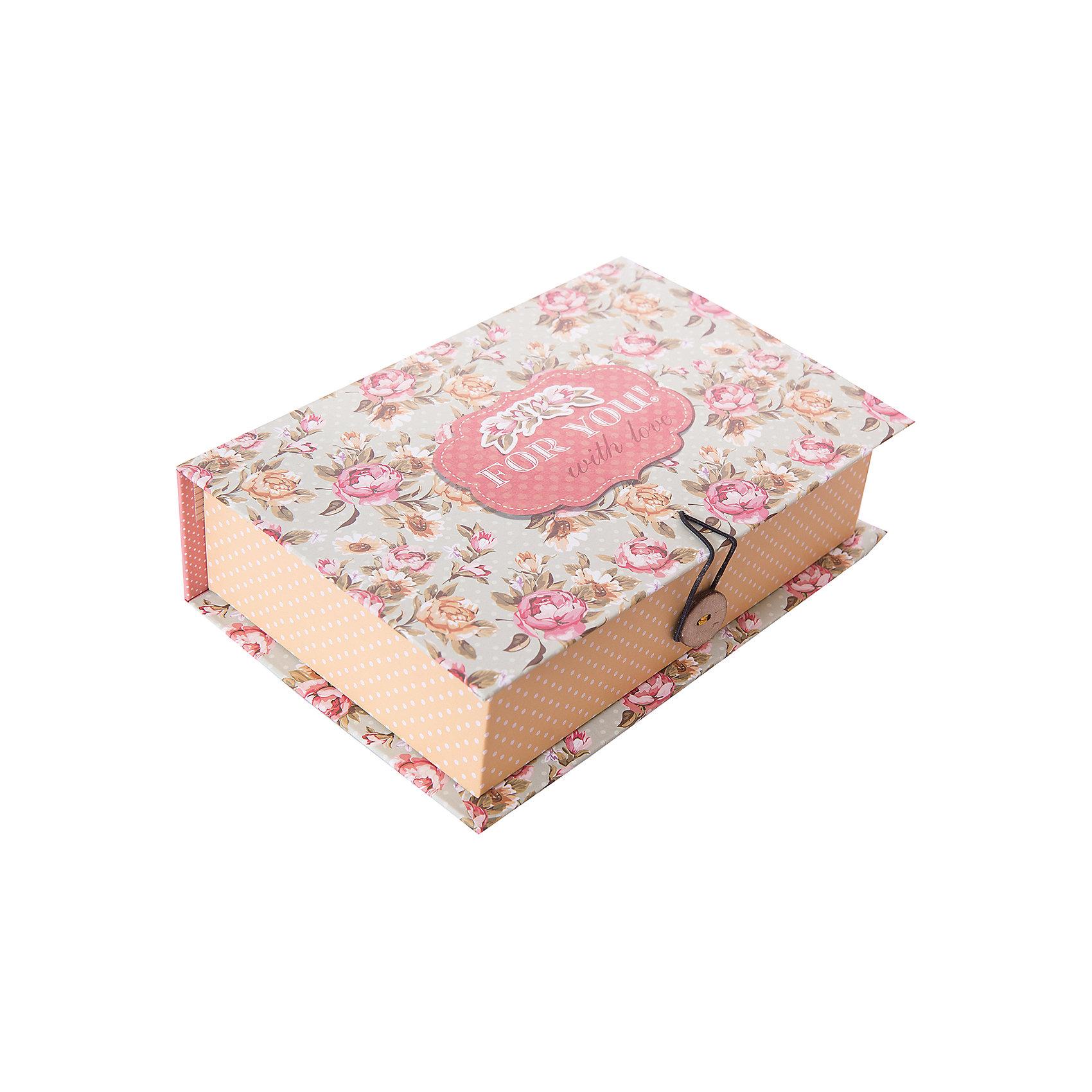Коробка подарочная Прованс, Феникс-ПрезентПредметы интерьера<br>Коробка подарочная Прованс, Феникс-Презент<br><br>Характеристики:<br><br>• яркий дизайн<br>• застегивается на пуговицу<br>• рисунок с внутренней и наружной стороны<br>• изготовлена из мелованного, ламинированного негофрированного картона<br>• плотность: 1100 г/м2<br>• размер: 18х12х5 см<br><br>Красивая подарочная коробка - отличное дополнение к подарку. Подарочная коробка Прованс изготовлена из плотного ламинированного картона, декорированного цветочным узором и надписью For you with love. Застегивается на пуговицу. Подарочная коробка сделает подарок еще эффектнее!<br><br>Коробку подарочную Прованс, Феникс-Презент вы можете купить в нашем интернет-магазине.<br><br>Ширина мм: 180<br>Глубина мм: 120<br>Высота мм: 50<br>Вес г: 113<br>Возраст от месяцев: 36<br>Возраст до месяцев: 2147483647<br>Пол: Унисекс<br>Возраст: Детский<br>SKU: 5449634