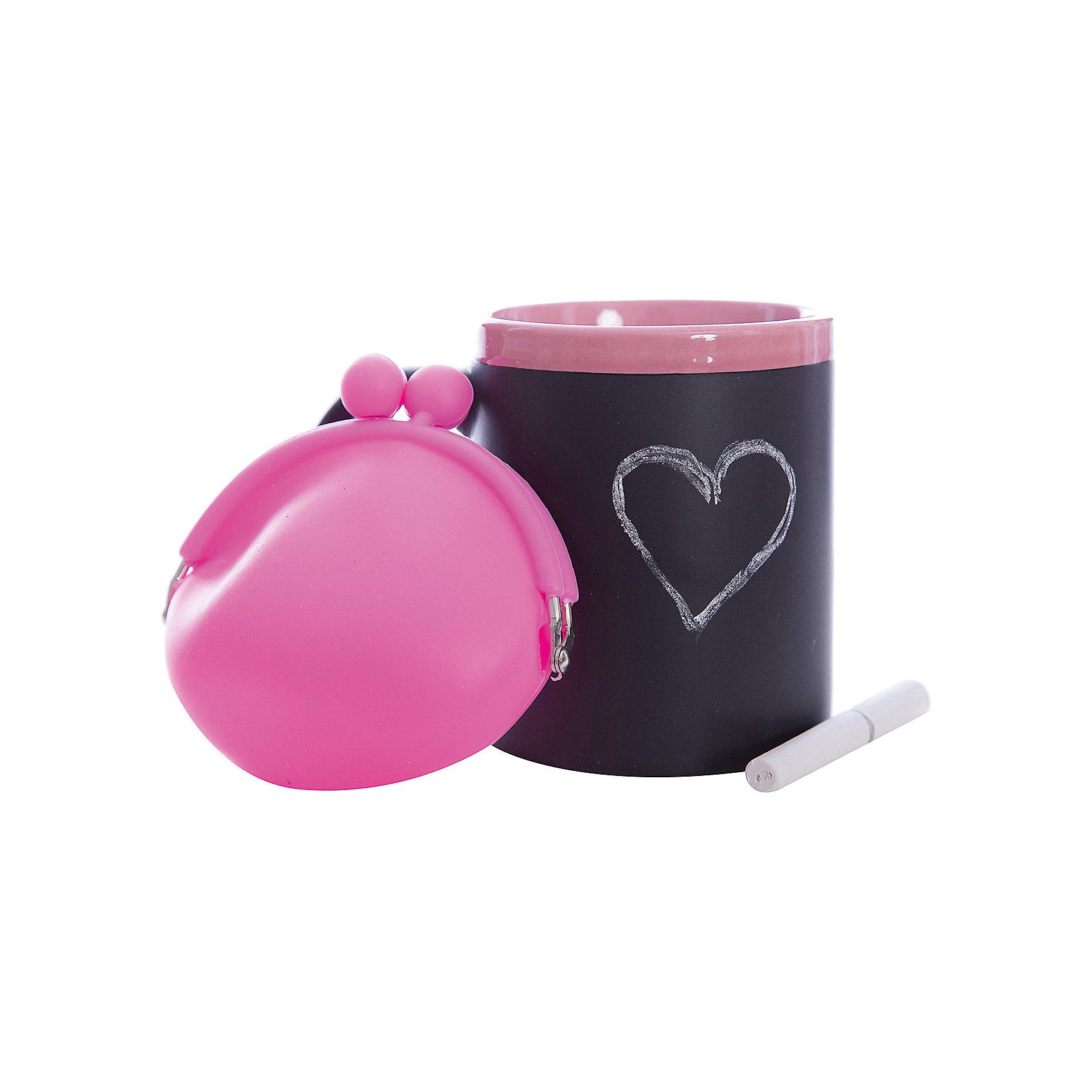 Набор подарочный  Розовый, Феникс-ПрезентПосуда<br>Набор подарочный Розовый, Феникс-Презент<br><br>Характеристики:<br><br>• оригинальный набор в подарочной упаковке<br>• в комплекте: кружка, мелки (2 шт.), кошелек<br>• кружка с меловым грифельным покрытием для заметок<br>• материал кружки: керамика<br>• объем кружки: 300 мл<br>• материал кошелька: силикон<br>• размер коробки: 12х11х10,5 см<br><br>Набор Розовый - отличный вариант для тех, кто любит оригинальные и запоминающиеся подарки. В комплект входят 2 мелка, кружка и кошелек. Кружка из керамики никого не оставит равнодушным! На ней, с помощью мелков, можно оставить любые послания для близкого человека. Кошелек небольшого размера изготовлен из силикона. Все изделия выполнены в розовом и черном цветах. Такой подарок именинник запомнит надолго!<br><br>Набор подарочный Розовый, Феникс-Презент можно купить в нашем интернет-магазине.<br><br>Ширина мм: 120<br>Глубина мм: 110<br>Высота мм: 110<br>Вес г: 458<br>Возраст от месяцев: 120<br>Возраст до месяцев: 2147483647<br>Пол: Унисекс<br>Возраст: Детский<br>SKU: 5449659