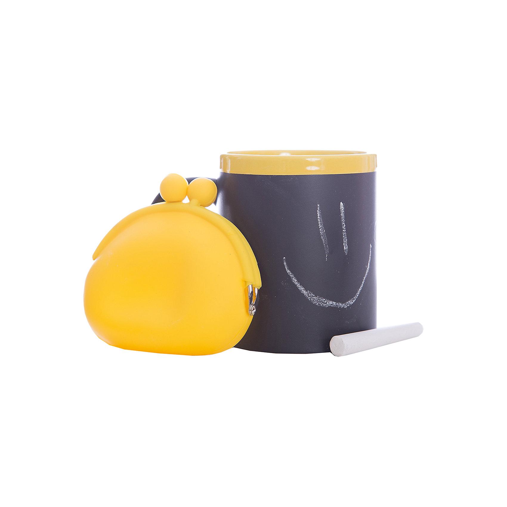 Набор подарочный  Канареечный, Феникс-ПрезентПосуда<br>Набор подарочный Канареечный, Феникс-Презент<br><br>Характеристики:<br><br>• оригинальный набор в подарочной упаковке<br>• в комплекте: кружка, мелки (2 шт.), кошелек<br>• кружка с меловым грифельным покрытием для заметок<br>• материал кружки: керамика<br>• объем кружки: 300 мл<br>• материал кошелька: силикон<br>• размер коробки: 12х11х10,5 см<br><br>Набор Канареечный - отличный вариант для тех, кто любит оригинальные и запоминающиеся подарки. В комплект входят 2 мелка, кружка и кошелек. Кружка из керамики никого не оставит равнодушным! На ней, с помощью мелков, можно оставить любые послания для близкого человека. Кошелек небольшого размера изготовлен из силикона. Все изделия выполнены в желтом и черном цветах. Такой подарок именинник запомнит надолго!<br><br>Набор подарочный Канареечный, Феникс-Презент можно купить в нашем интернет-магазине.<br><br>Ширина мм: 120<br>Глубина мм: 110<br>Высота мм: 110<br>Вес г: 458<br>Возраст от месяцев: 120<br>Возраст до месяцев: 2147483647<br>Пол: Унисекс<br>Возраст: Детский<br>SKU: 5449660