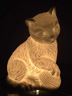 Лампа настольная Кошка с клубочком , электрическая из фарфора, Феникс-Презент