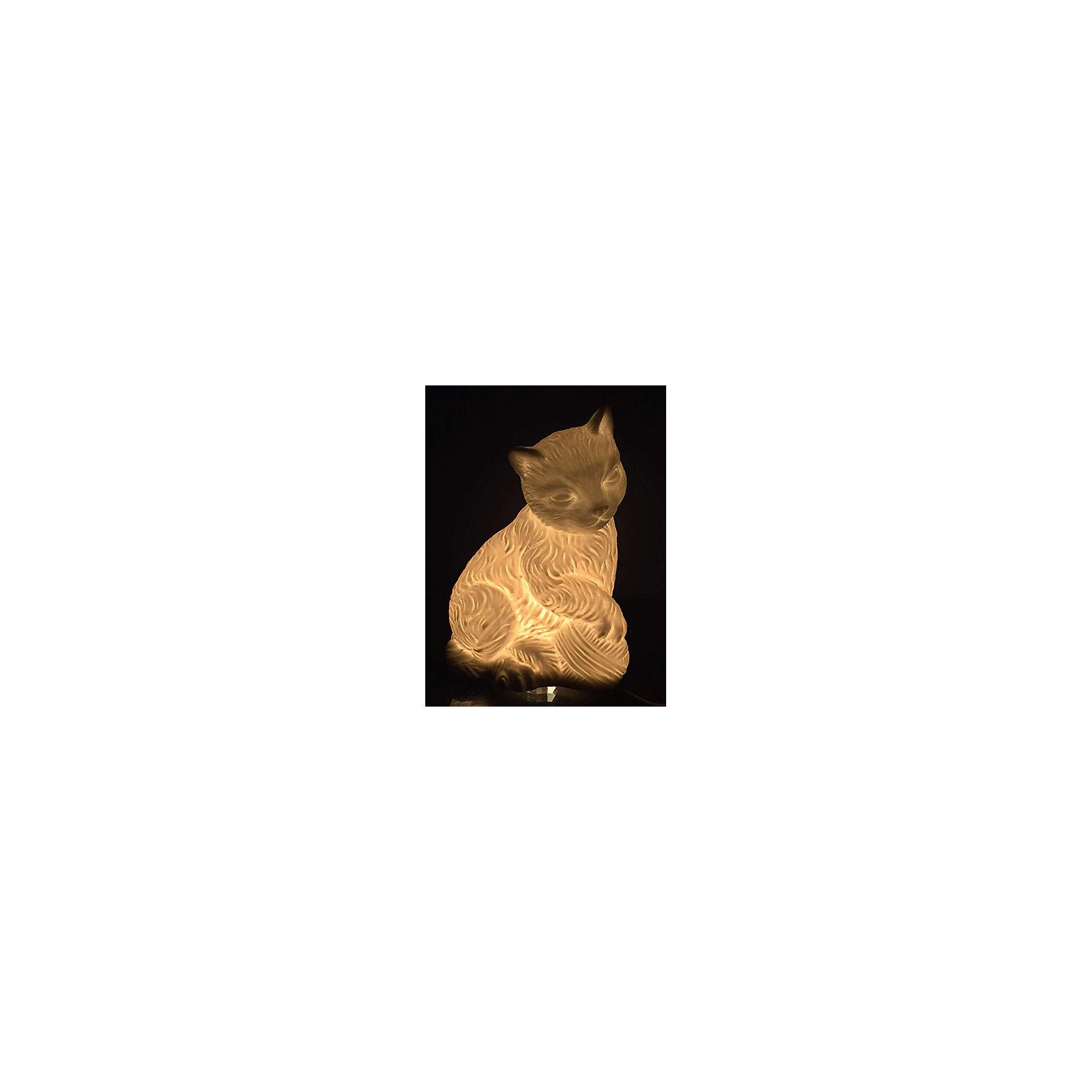 Лампа настольная Кошка с клубочком, электрическая из фарфора, Феникс-ПрезентЛампы, ночники, фонарики<br>Лампа настольная Кошка с клубочком, электрическая из фарфора, Феникс-Презент<br><br>Характеристики:<br><br>• красивый светильник в форме котенка<br>• лампа накаливания 220-250 В, 50 Гц<br>• материал: фарфор<br>• размер: 14х9,5х19 см<br><br>Фарфоровый светильник Кошка с клубком украсит вашу комнату и наполнит ее мягким светом. Лампа изготовлена в виде кошки, играющей с клубком ниток. Светильник можно использовать как ночник. Кроме того, вы сможете преподнести лампу в подарок. Получатель непременно будет рад такому подарку!<br><br>Лампу настольную Кошка с клубочком, электрическую из фарфора, Феникс-Презент вы можете купить в нашем интернет-магазине.<br><br>Ширина мм: 500<br>Глубина мм: 450<br>Высота мм: 350<br>Вес г: 9250<br>Возраст от месяцев: 120<br>Возраст до месяцев: 2147483647<br>Пол: Унисекс<br>Возраст: Детский<br>SKU: 5449757