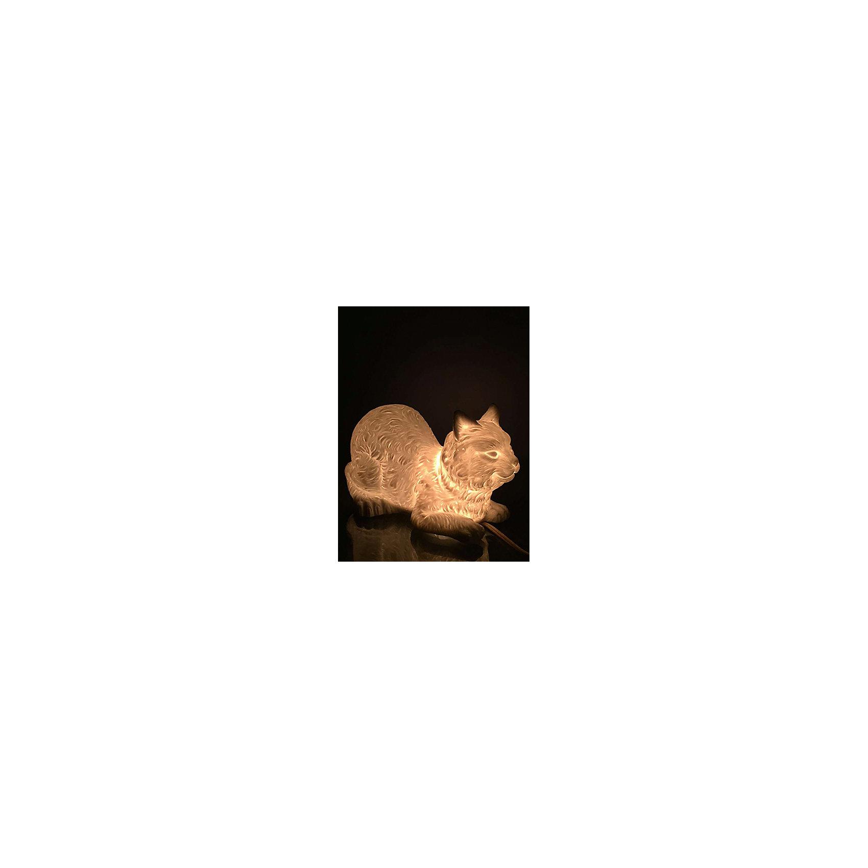 Лампа настольная Кошка, электрическая из фарфора, Феникс-ПрезентЛампы, ночники, фонарики<br>Лампа настольная Кошка, электрическая из фарфора, Феникс-Презент<br><br>Характеристики:<br><br>• красивый светильник в форме кошки<br>• лампа накаливания 220-250 В, 50 Гц<br>• материал: фарфор<br>• размер: 21х12,5х12 см<br><br>Настольная лампа Кошка очарует вас своей красотой и мягким освещением. Лампа изготовлена из качественного фарфора и выполнена в форме лежащей кошки. Такой оригинальный светильник займет достойное место в комнате или станет приятным подарком! Размер лампы - 21х12,5х12 сантиметров.<br><br>Лампу настольную Кошка, электрическую из фарфора, Феникс-Презент вы можете купить в нашем интернет-магазине.<br><br>Ширина мм: 510<br>Глубина мм: 440<br>Высота мм: 350<br>Вес г: 9750<br>Возраст от месяцев: 120<br>Возраст до месяцев: 2147483647<br>Пол: Унисекс<br>Возраст: Детский<br>SKU: 5449758