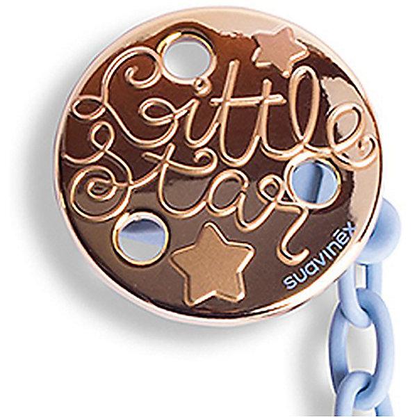 Держатель для пустышки Haute Couture с зажимом, Suavinex, голубой звездаПустышки<br>Характеристики:<br><br>• Наименование: держатель для пустышки<br>• Пол: для мальчика<br>• Материал: пластик<br>• Цвет: голубой, золотистый<br>• Рисунок: звезда<br>• Универсальный механизм для закрепления любых пустышек<br>• Вид держателя: на цепочке с клипсой<br>• Покрытие с эффектом позолоты<br>• Вес: 31 г<br>• Параметры (Д*Ш*В): 6,1*6,1*9,1 см <br>• Особенности ухода: можно мыть в теплой воде, допускается стерилизация<br><br>Держатель для пустышки Haute Couture с зажимом, Suavinex, голубой звезда изготовлен испанским торговым брендом, специализирующимся на выпуске товаров для кормления и аксессуаров для младенцев. Продукция от Suavinex премиум-класса разработана из экологически безопасных и прочных материалов, устойчивых к повреждениям, появлению царапин и изменению цвета. <br><br>Держатель для пустышки выполнен в виде цепочки голубого цвета с крупными звеньями, С одной стороны, у держателя предусмотрено кольцо, с другой – круглая клипса. Клипса оформлена в брендовом дизайне с изображением звезд и эффектом позолоты. Держатель для пустышки Haute Couture с зажимом, Suavinex, голубой звезда – это не только необходимый предмет ухода за младенцем, но и стильный аксессуар. <br><br>Держатель для пустышки Haute Couture с зажимом, Suavinex, голубой звезда можно купить в нашем интернет-магазине.<br><br>Ширина мм: 61<br>Глубина мм: 61<br>Высота мм: 91<br>Вес г: 31<br>Возраст от месяцев: 0<br>Возраст до месяцев: 24<br>Пол: Мужской<br>Возраст: Детский<br>SKU: 5451267